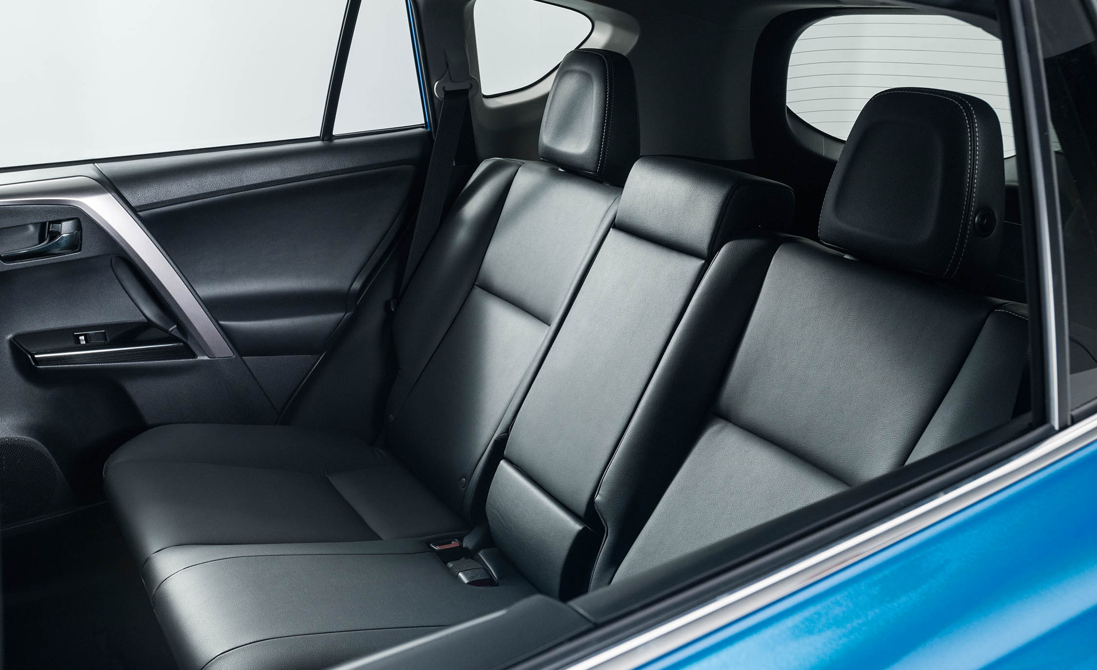 2016 Toyota Rav4 Hybrid Interior Rear Passenger Seats (Photo 20 of 26)