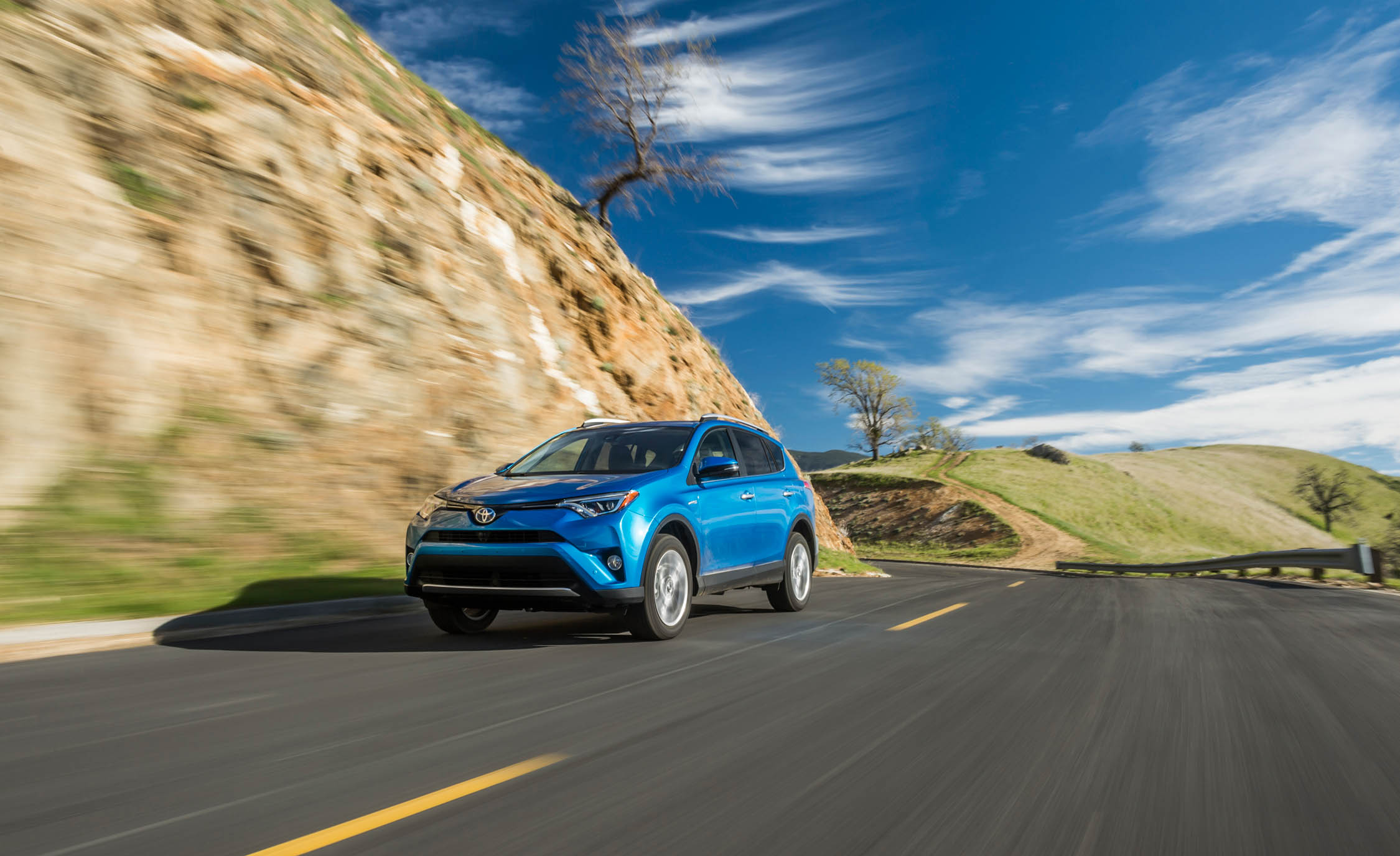 2016 Toyota Rav4 Hybrid Test Drive (Photo 23 of 26)