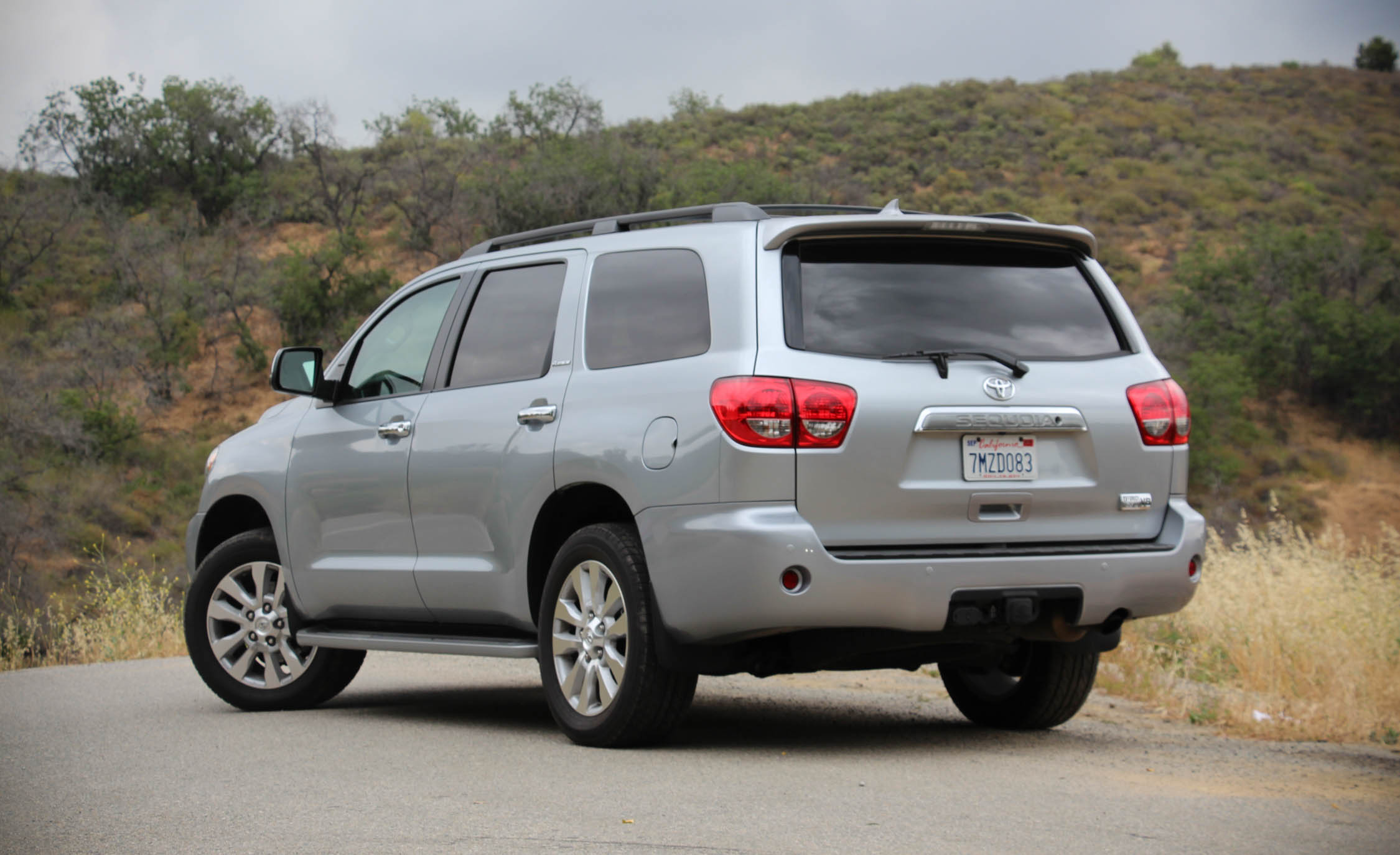 2016 Toyota Sequoia (Photo 4 of 15)