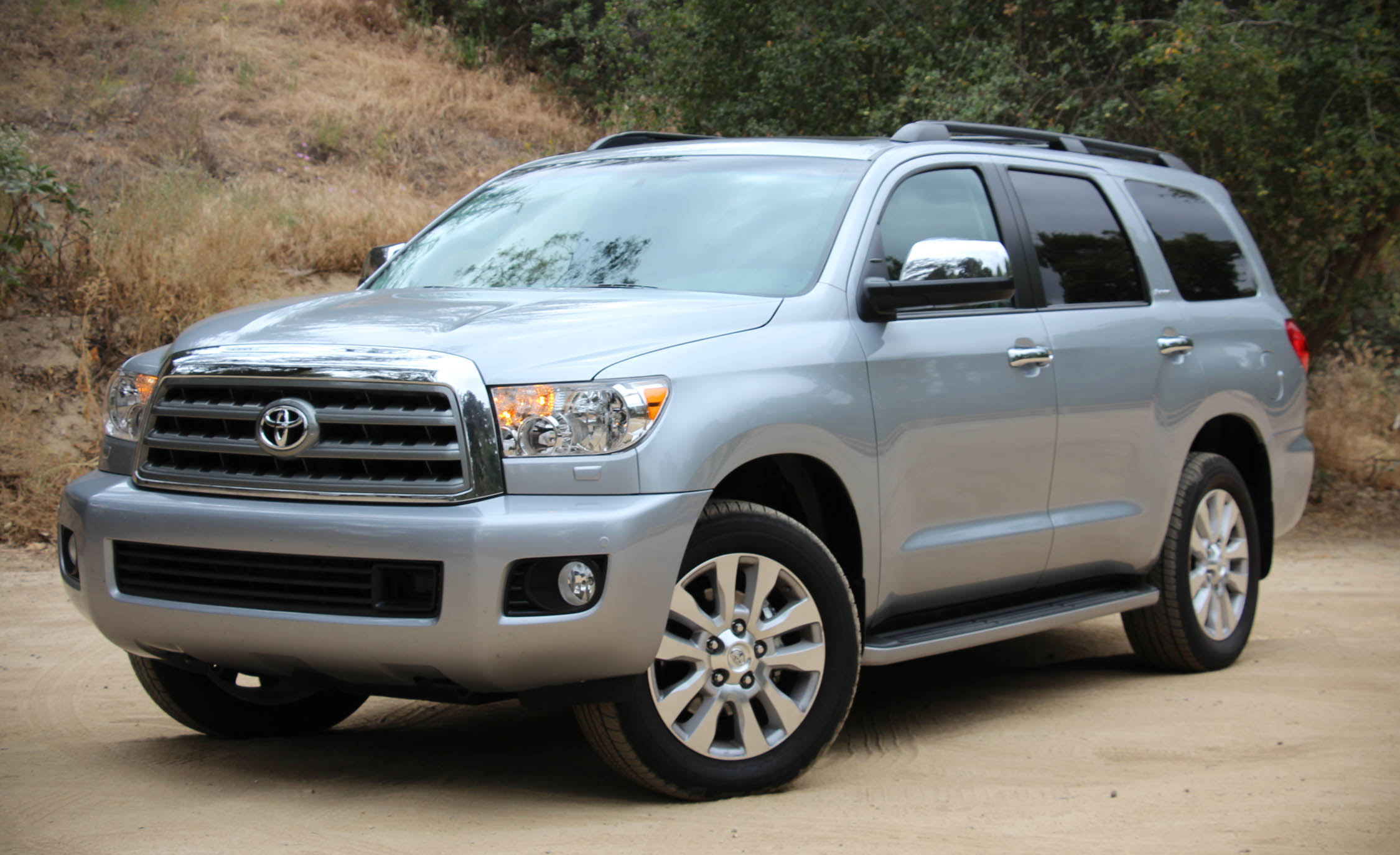Featured Image of 2016 Toyota Sequoia
