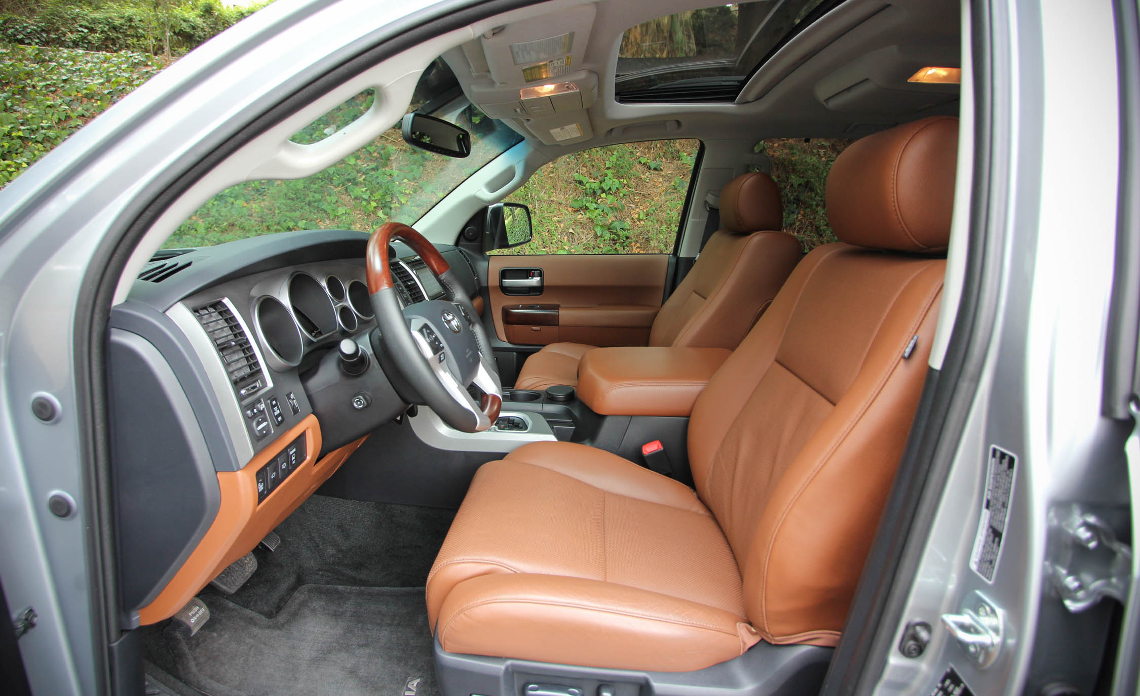 2016 Toyota Sequoia (Photo 10 of 15)