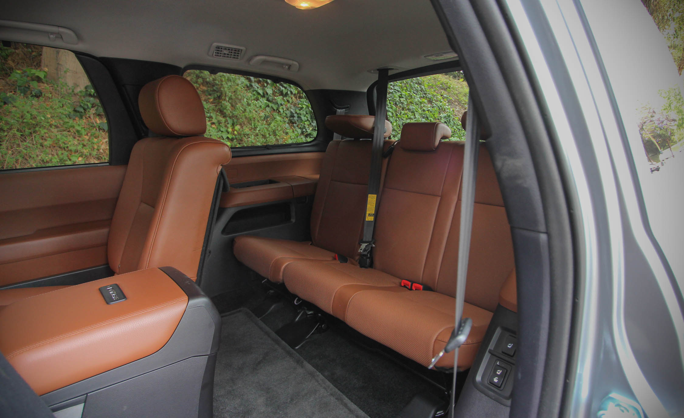 2016 Toyota Sequoia (Photo 11 of 15)