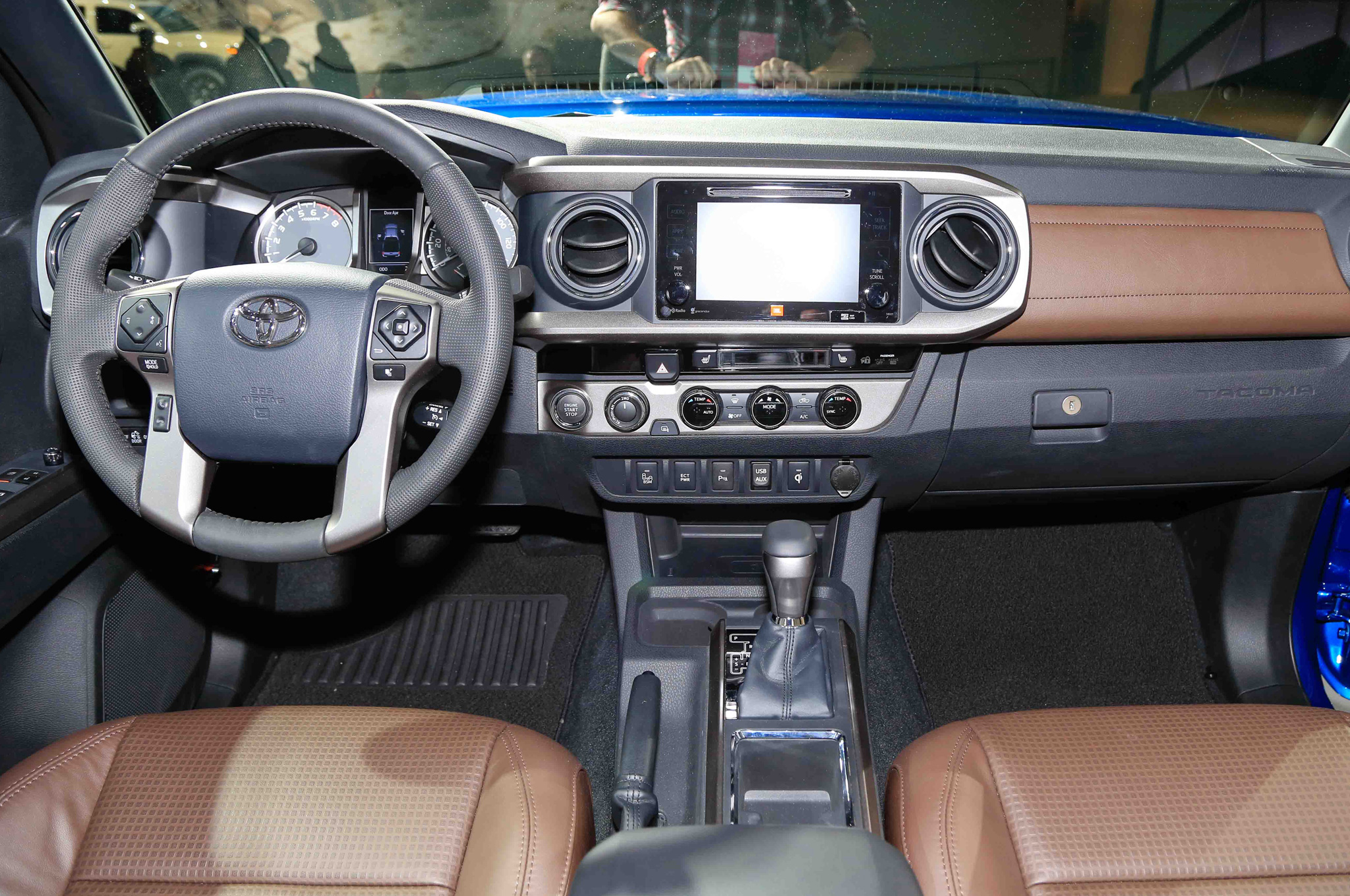 2016 Toyota Tacoma Interior Dashboard (Photo 5 of 10)
