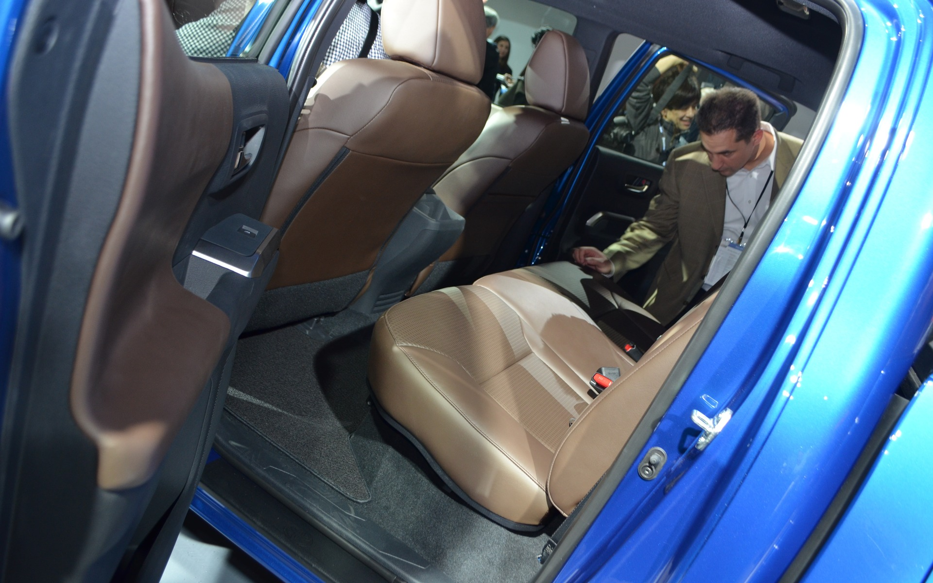 2016 Toyota Tacoma Rear Seats (Photo 9 of 10)