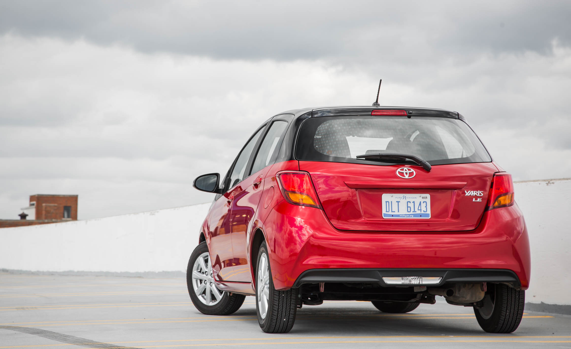 2016 Toyota Yaris LE (Photo 3 of 24)