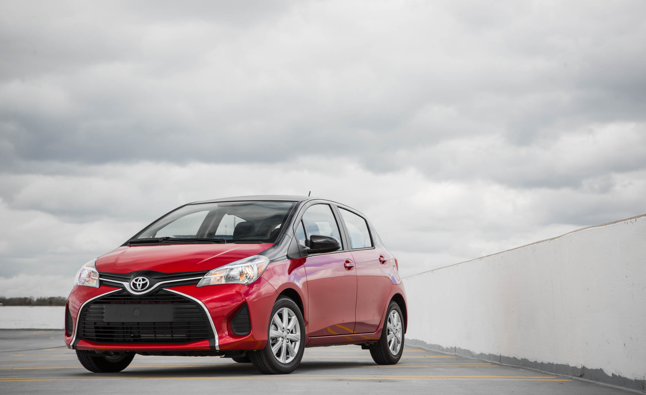 2016 Toyota Yaris LE (Photo 5 of 24)