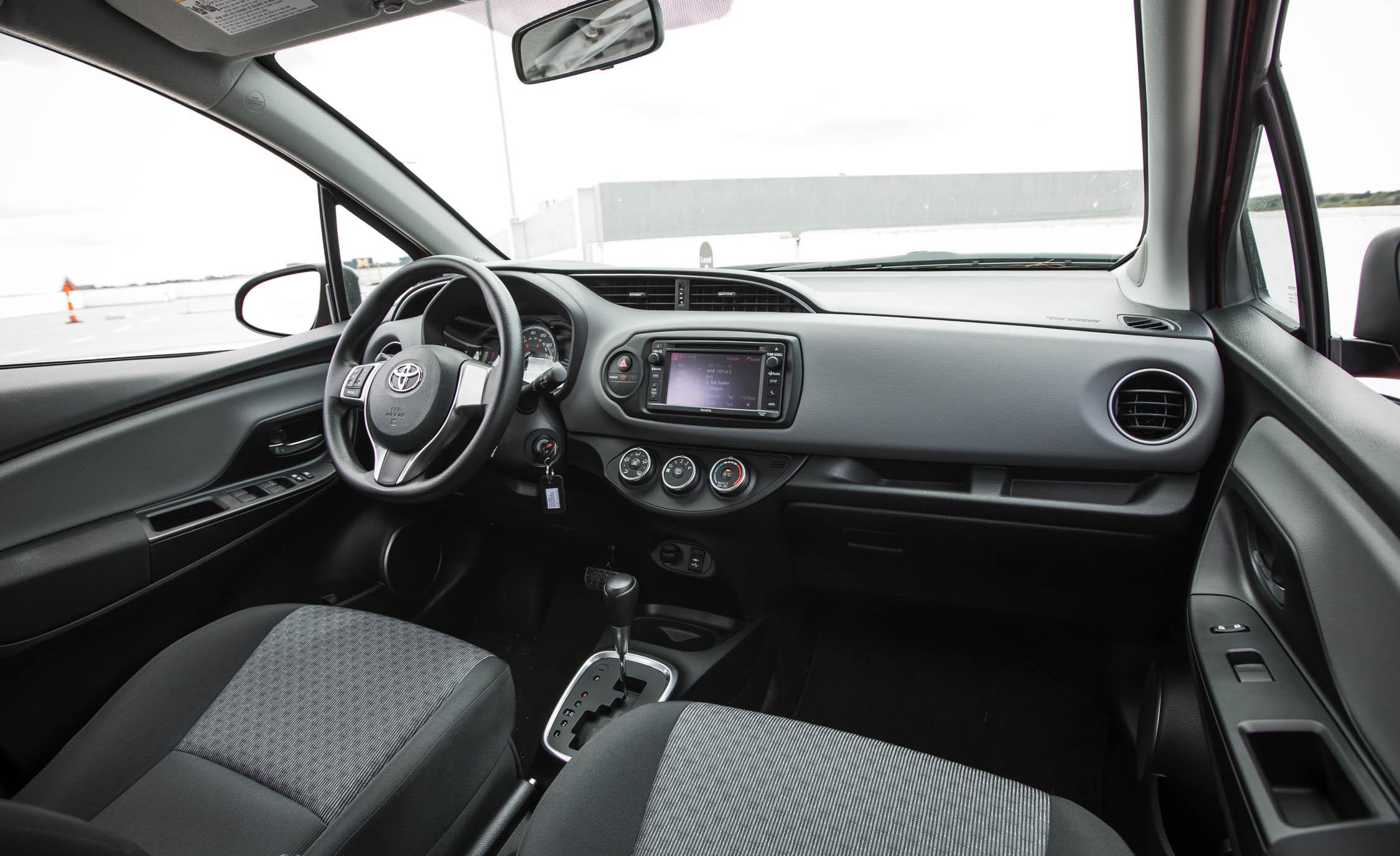 2016 Toyota Yaris LE (Photo 7 of 24)