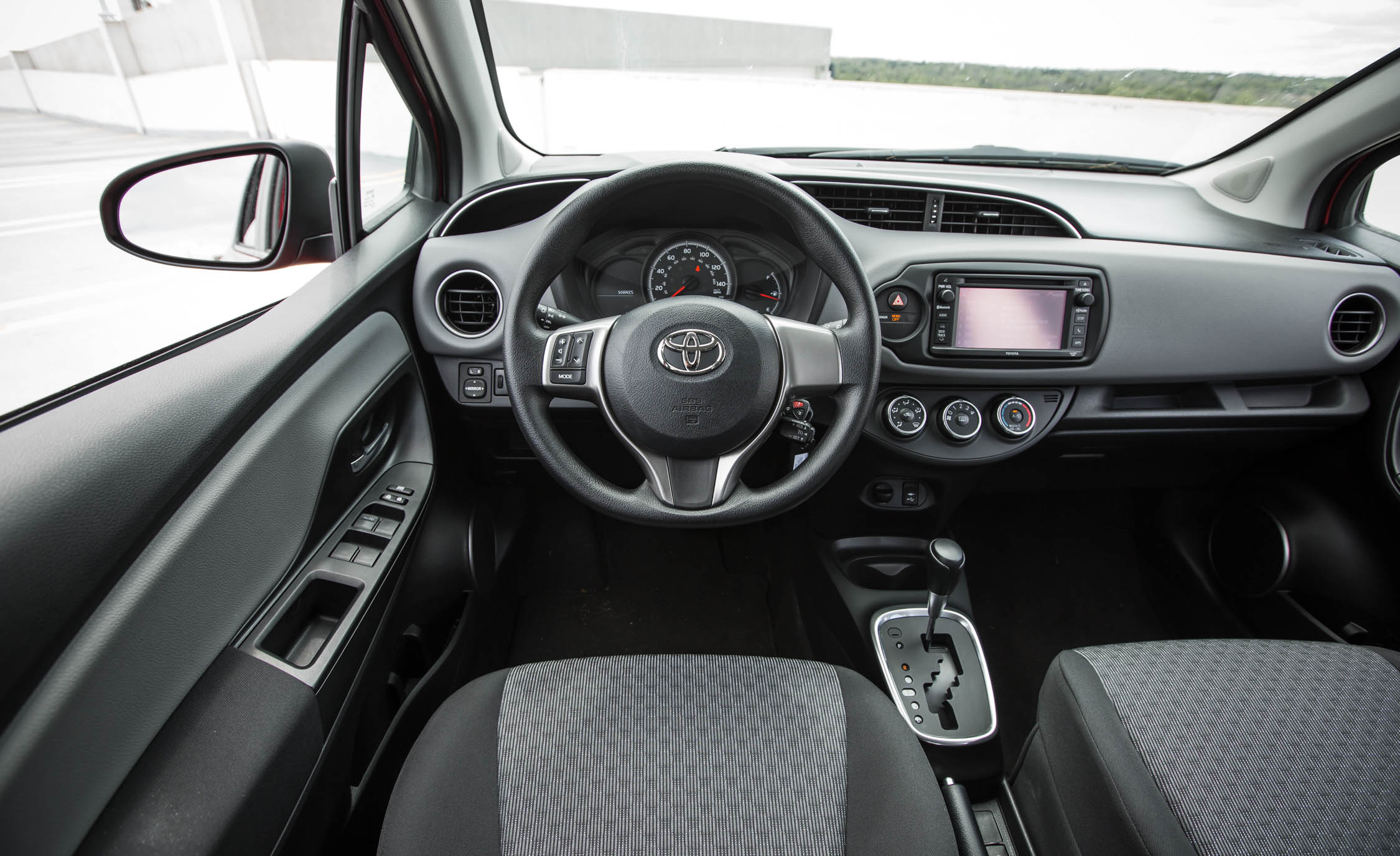 2016 Toyota Yaris LE (Photo 14 of 24)