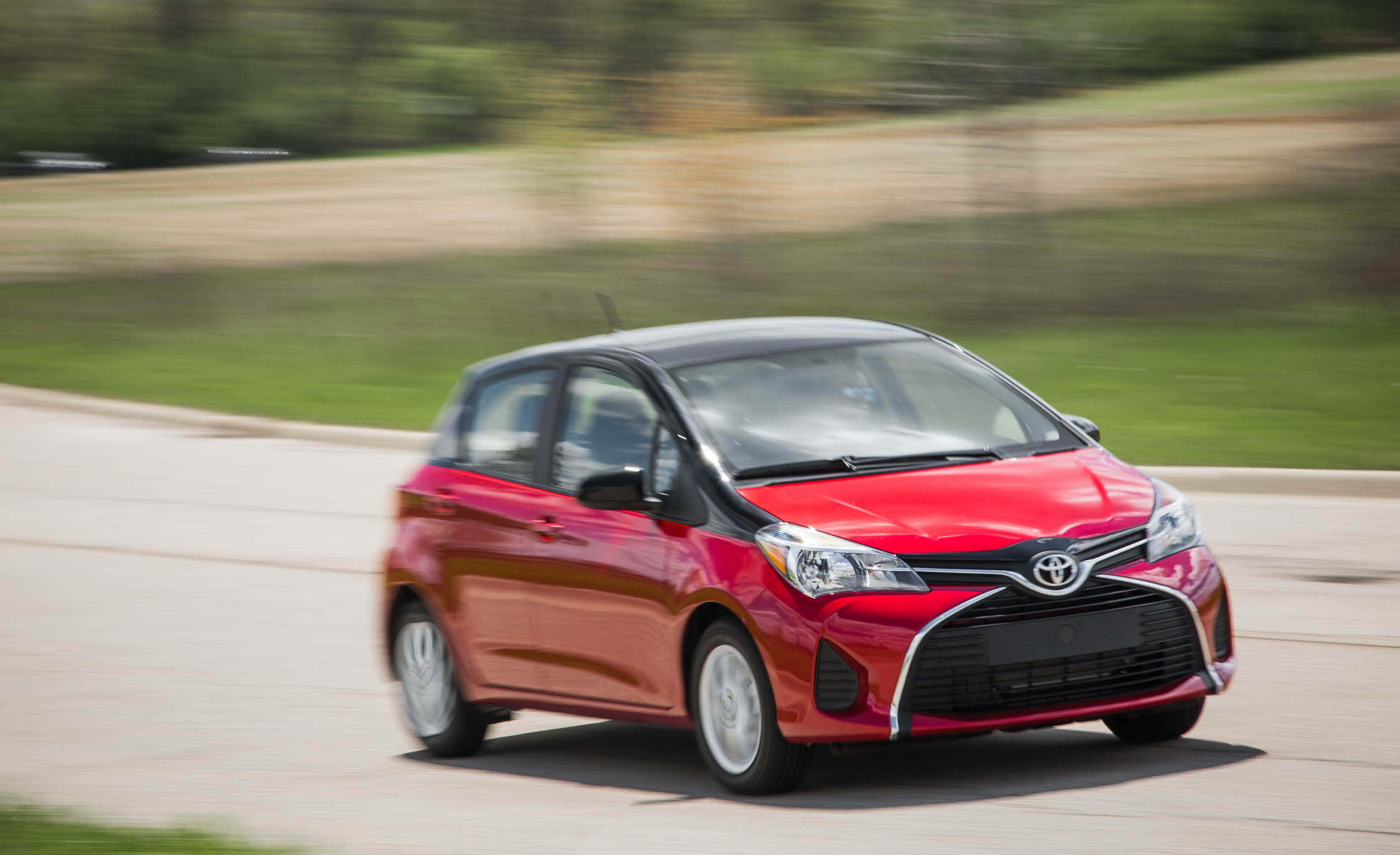 2016 Toyota Yaris LE (Photo 17 of 24)