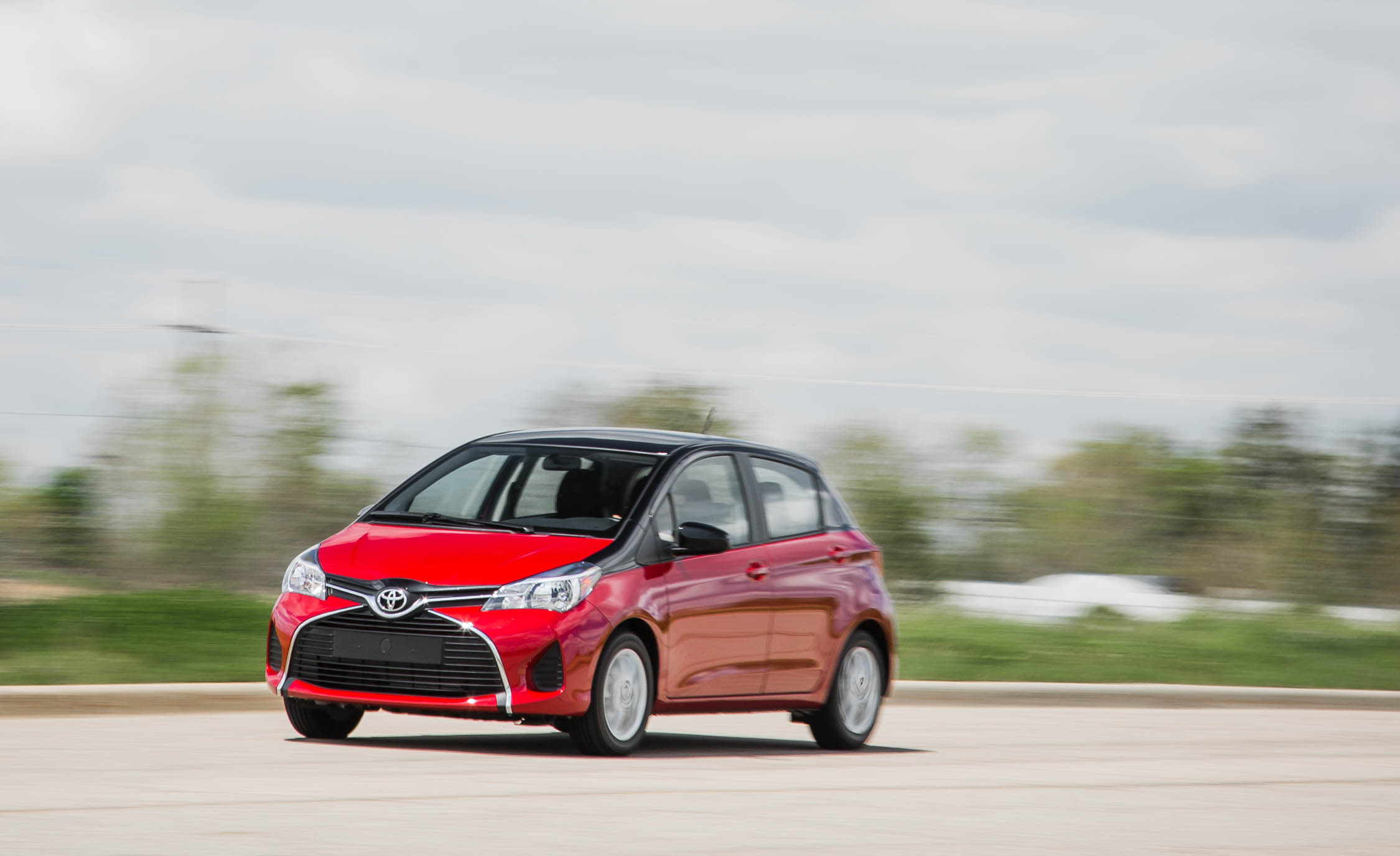 2016 Toyota Yaris LE (Photo 22 of 24)