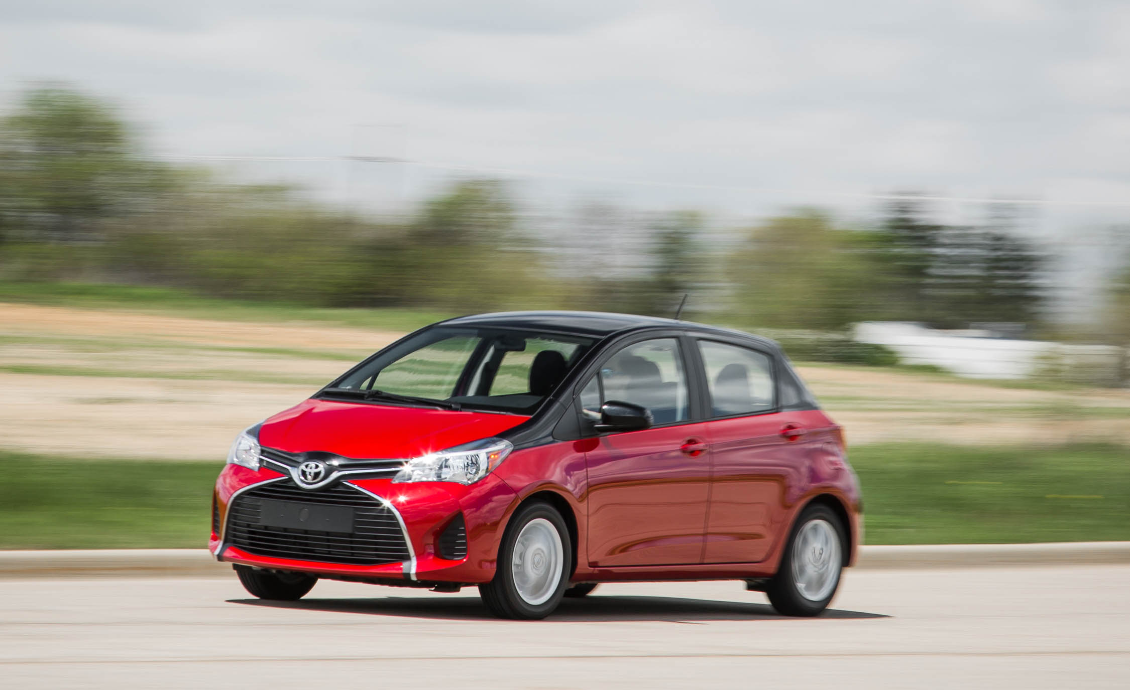 2016 Toyota Yaris LE (Photo 23 of 24)