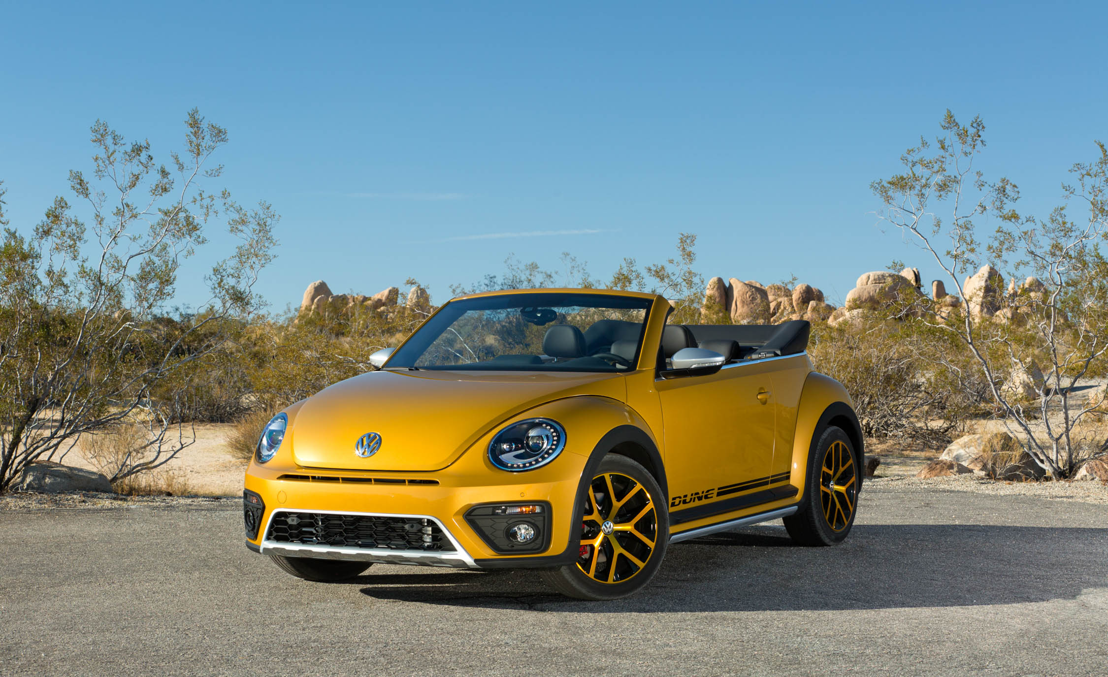 2016 Volkswagen Beetle Dune Convertible Exterior Full Front (Photo 3 of 32)