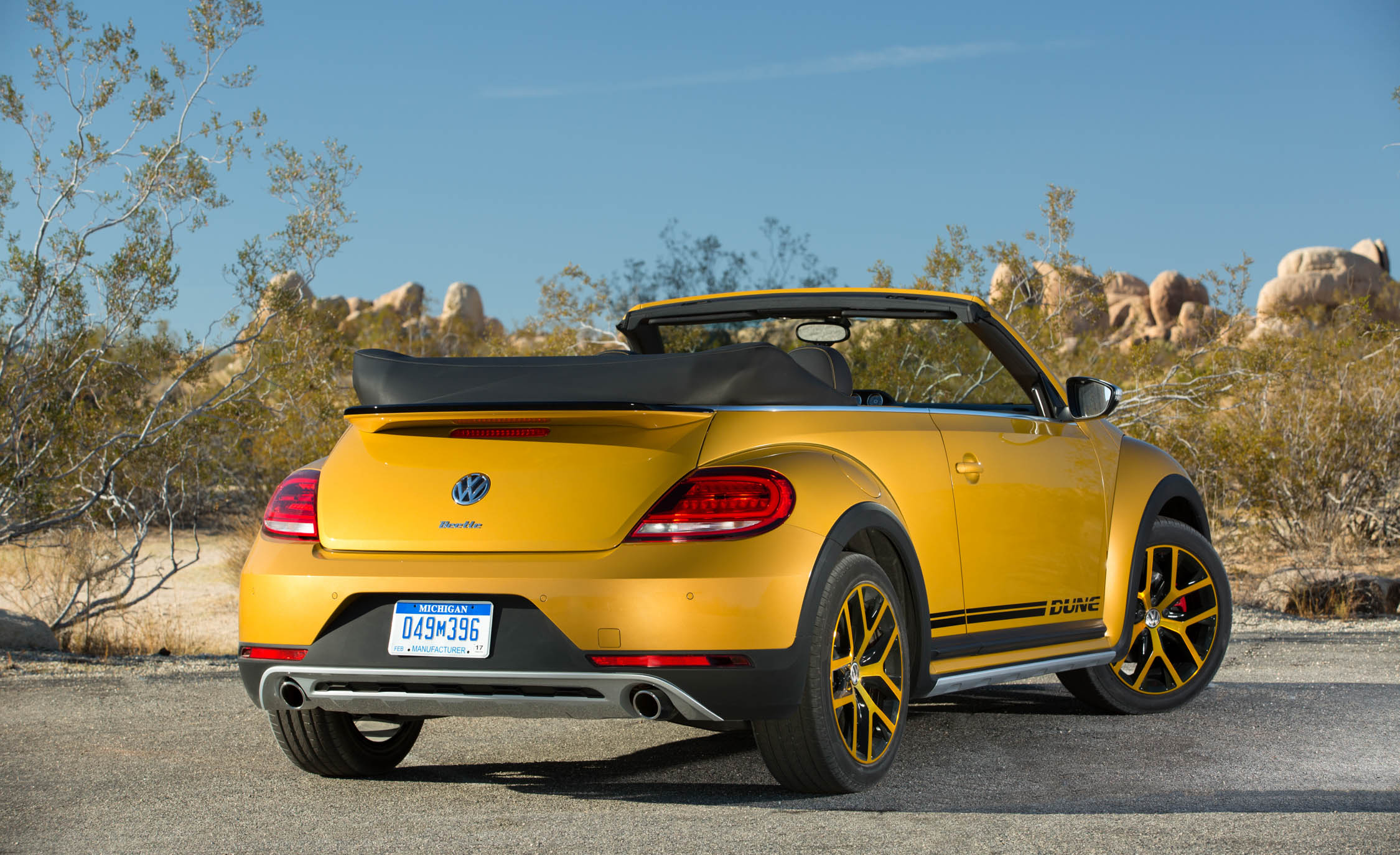 2016 Volkswagen Beetle Dune Convertible Exterior Full Rear (Photo 4 of 32)