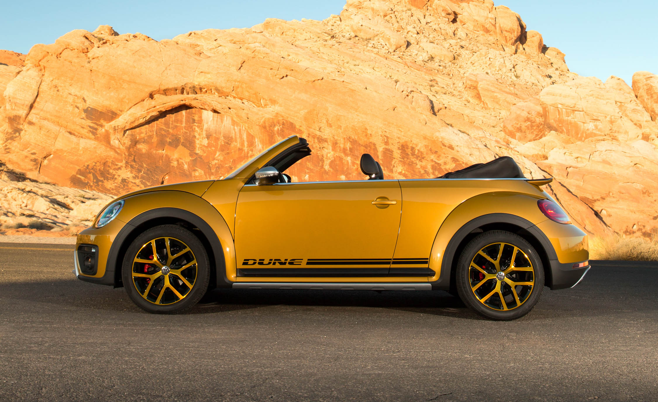 2016 Volkswagen Beetle Dune Convertible Exterior Full Side (Photo 5 of 32)