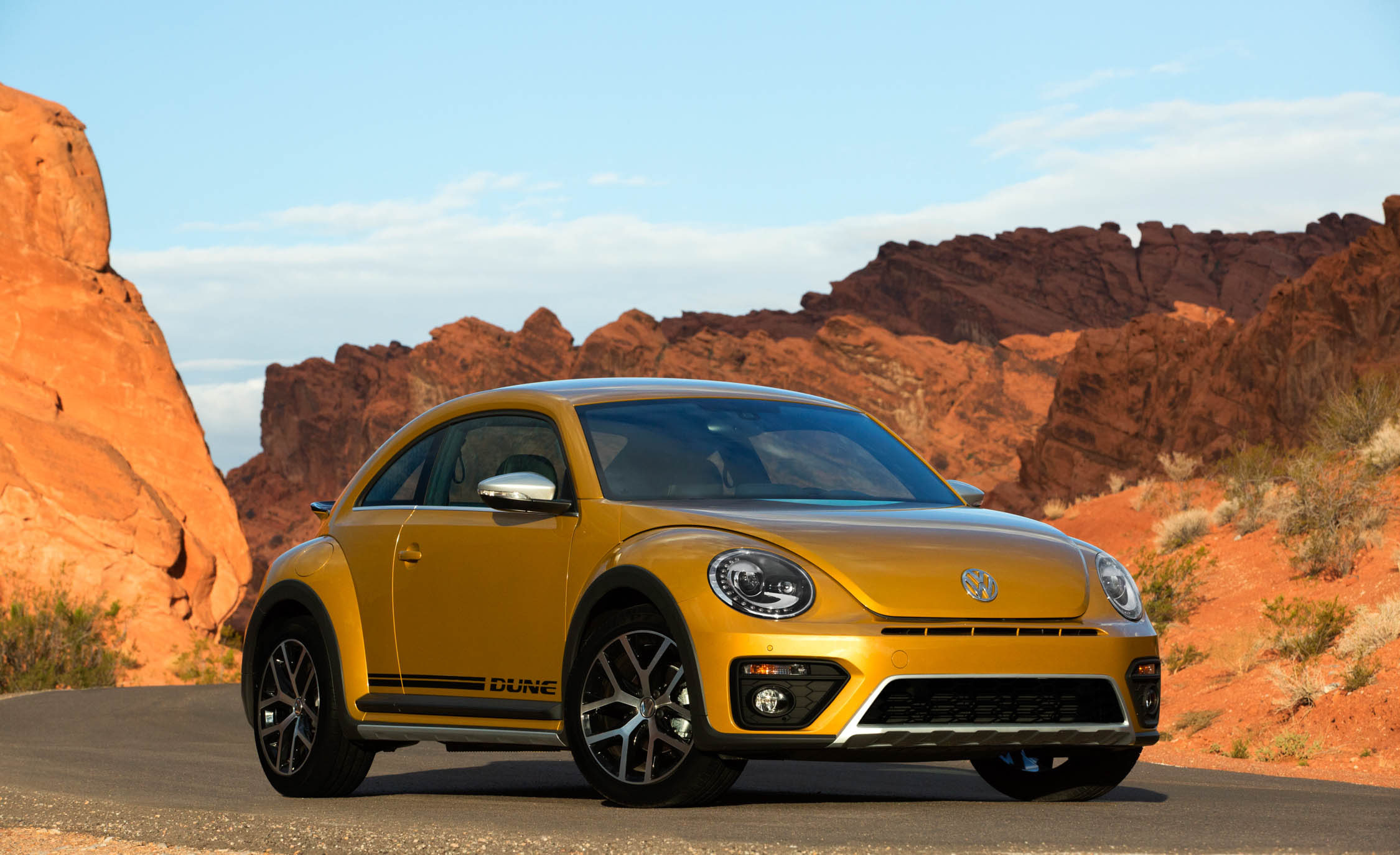 2016 Volkswagen Beetle Dune Coupe Exterior Full Front And Side (Photo 12 of 32)