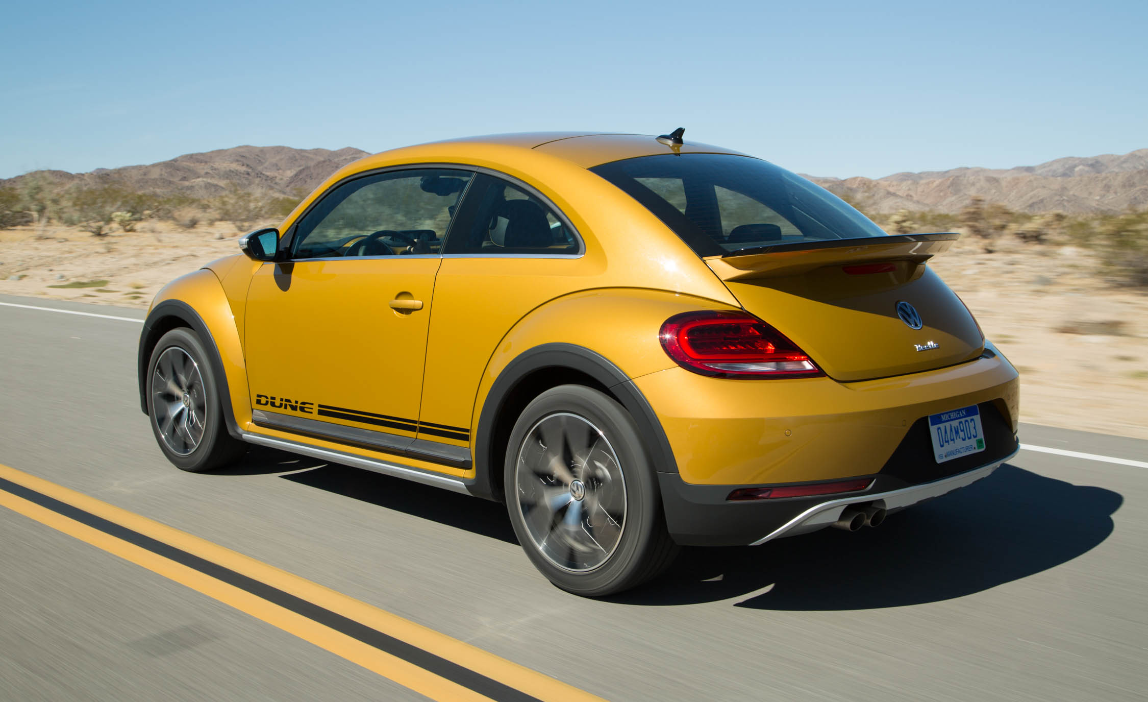 2016 Volkswagen Beetle Dune Coupe Rear Side (Photo 16 of 32)