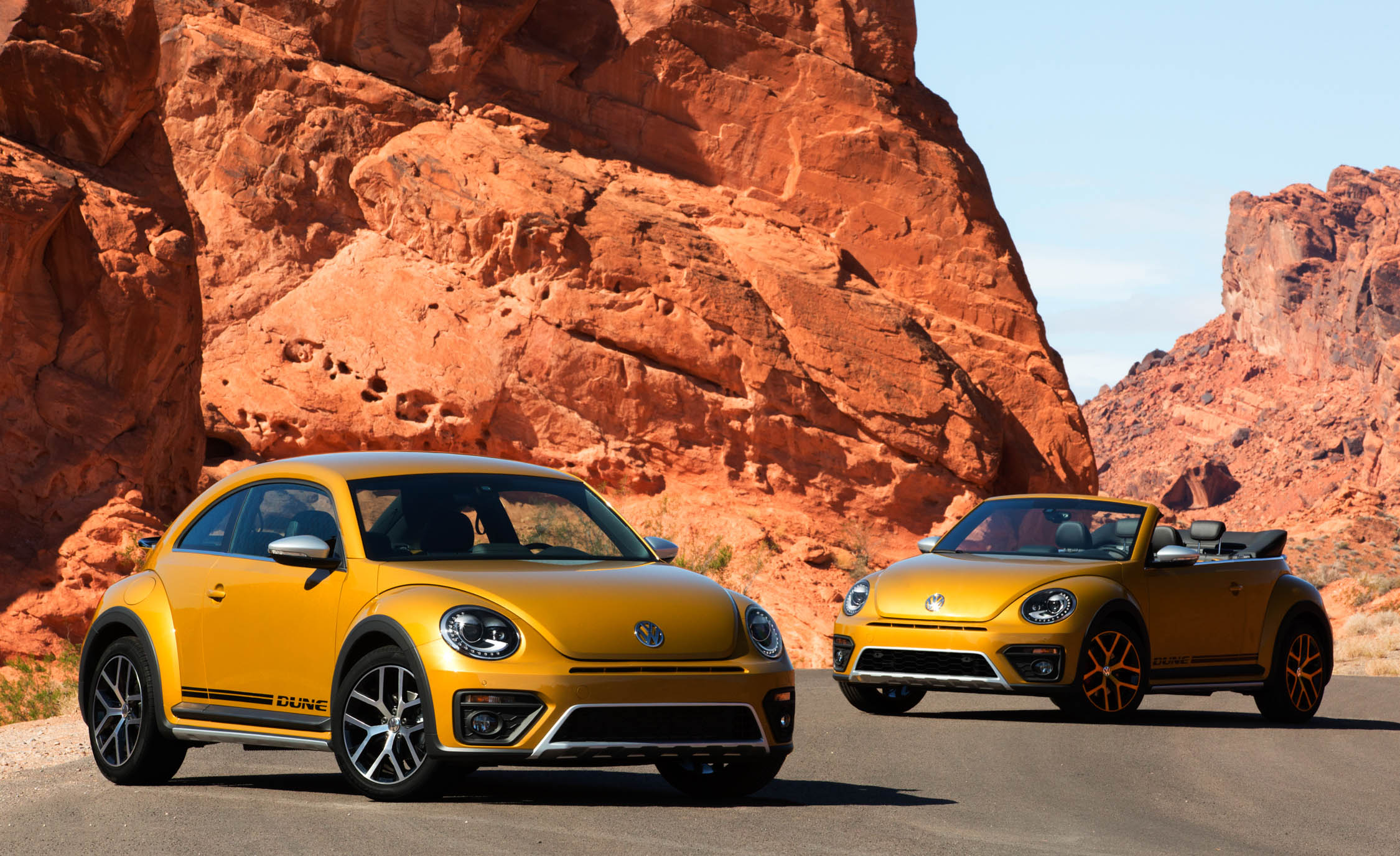 2016 Volkswagen Beetle Dune Coupe And Convertible (Photo 11 of 32)