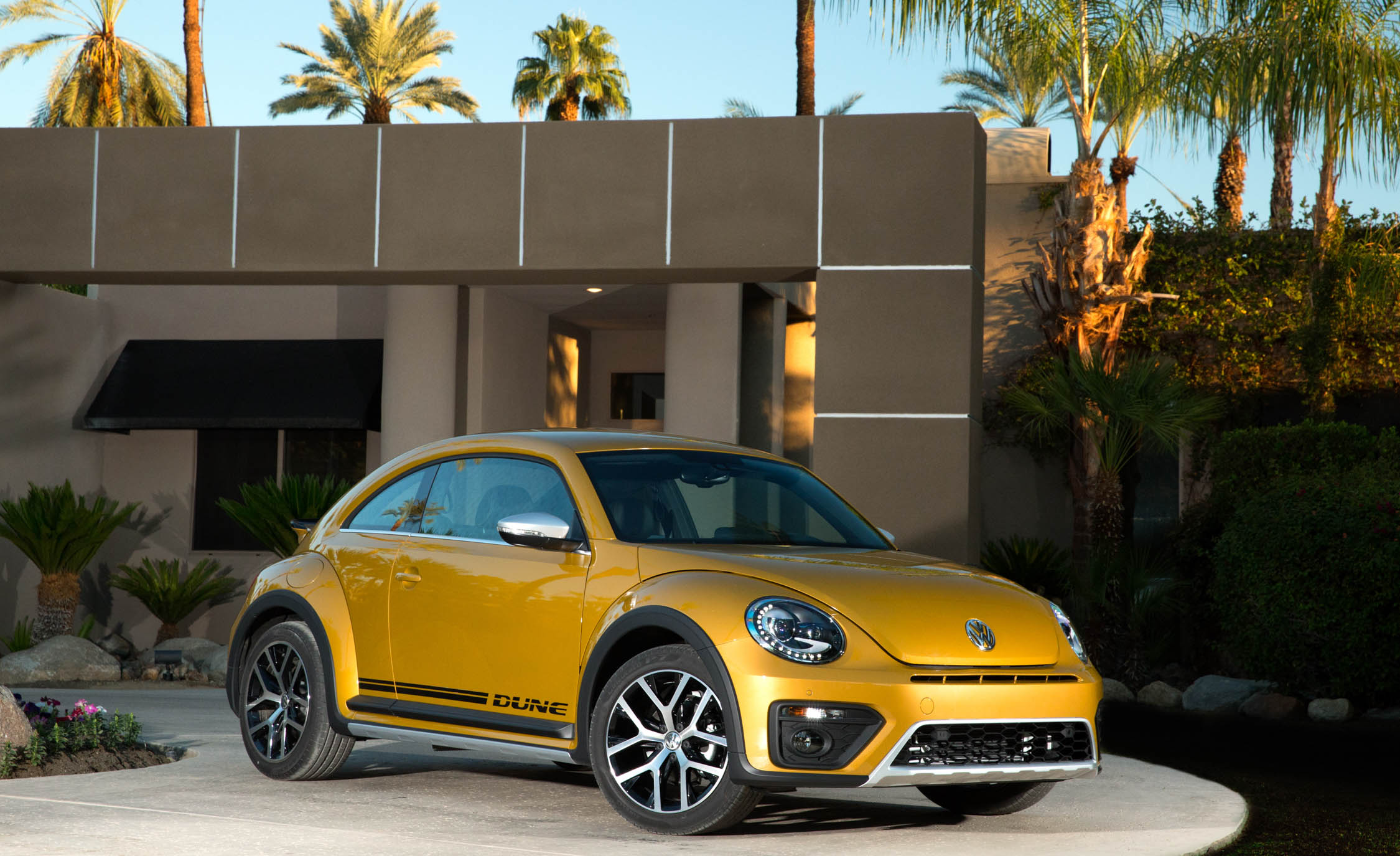2016 Volkswagen Beetle Dune Coupe (Photo 10 of 32)