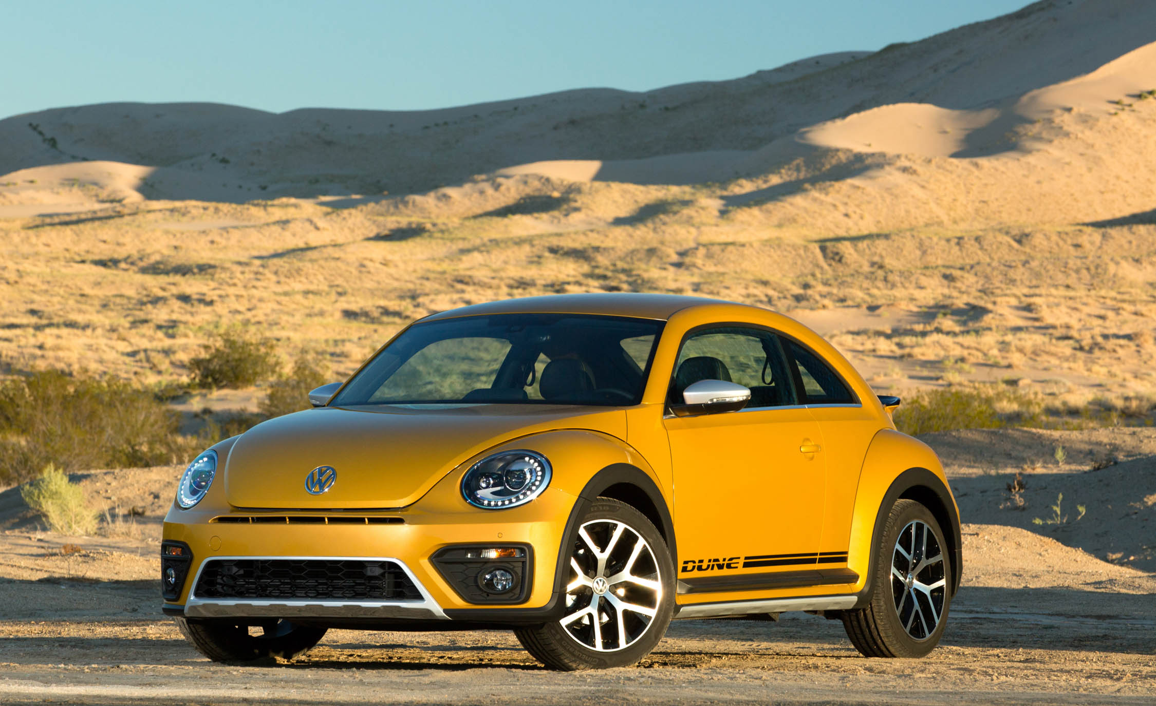 2016 Volkswagen Beetle Dune Exterior Full Front And Side (Photo 18 of 32)