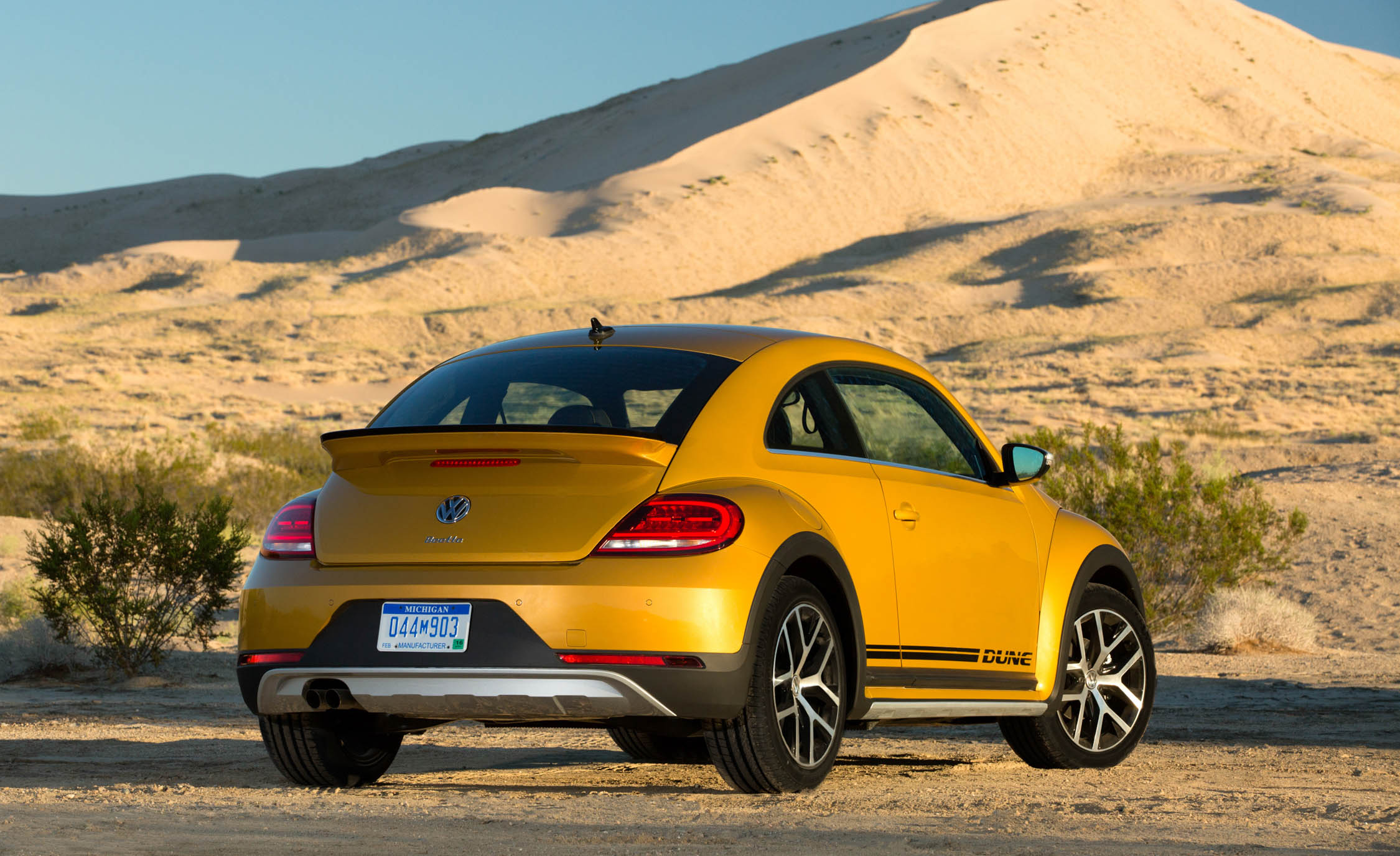 2016 Volkswagen Beetle Dune Exterior Full Rear And Side (Photo 19 of 32)