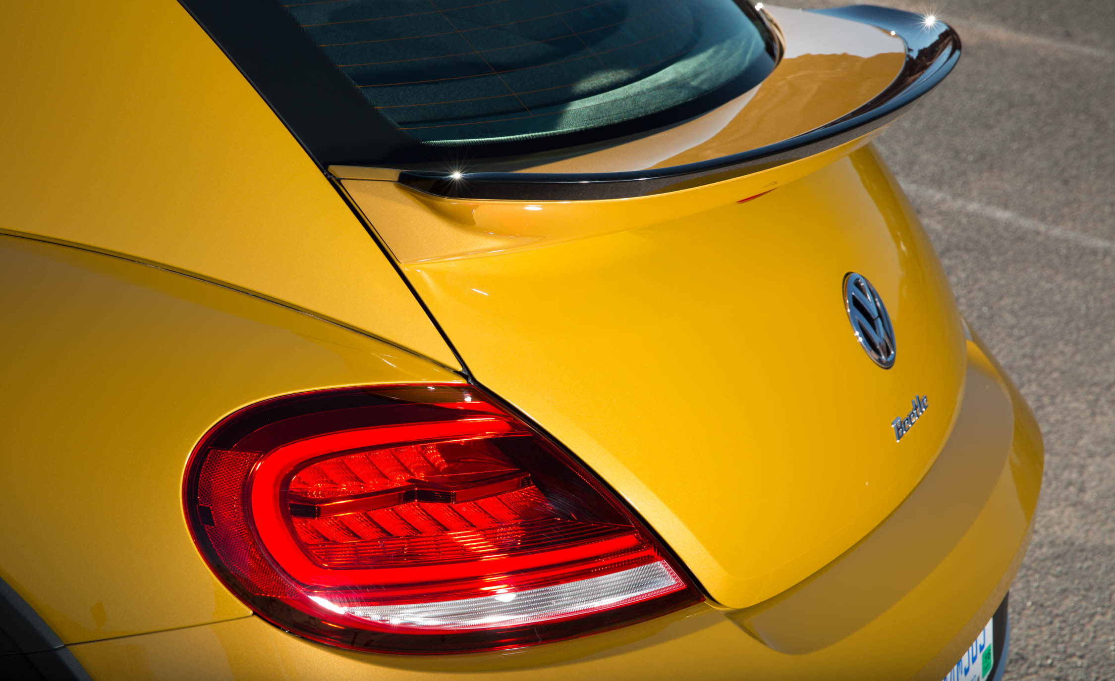2016 Volkswagen Beetle Dune Exterior Taillight (Photo 21 of 32)