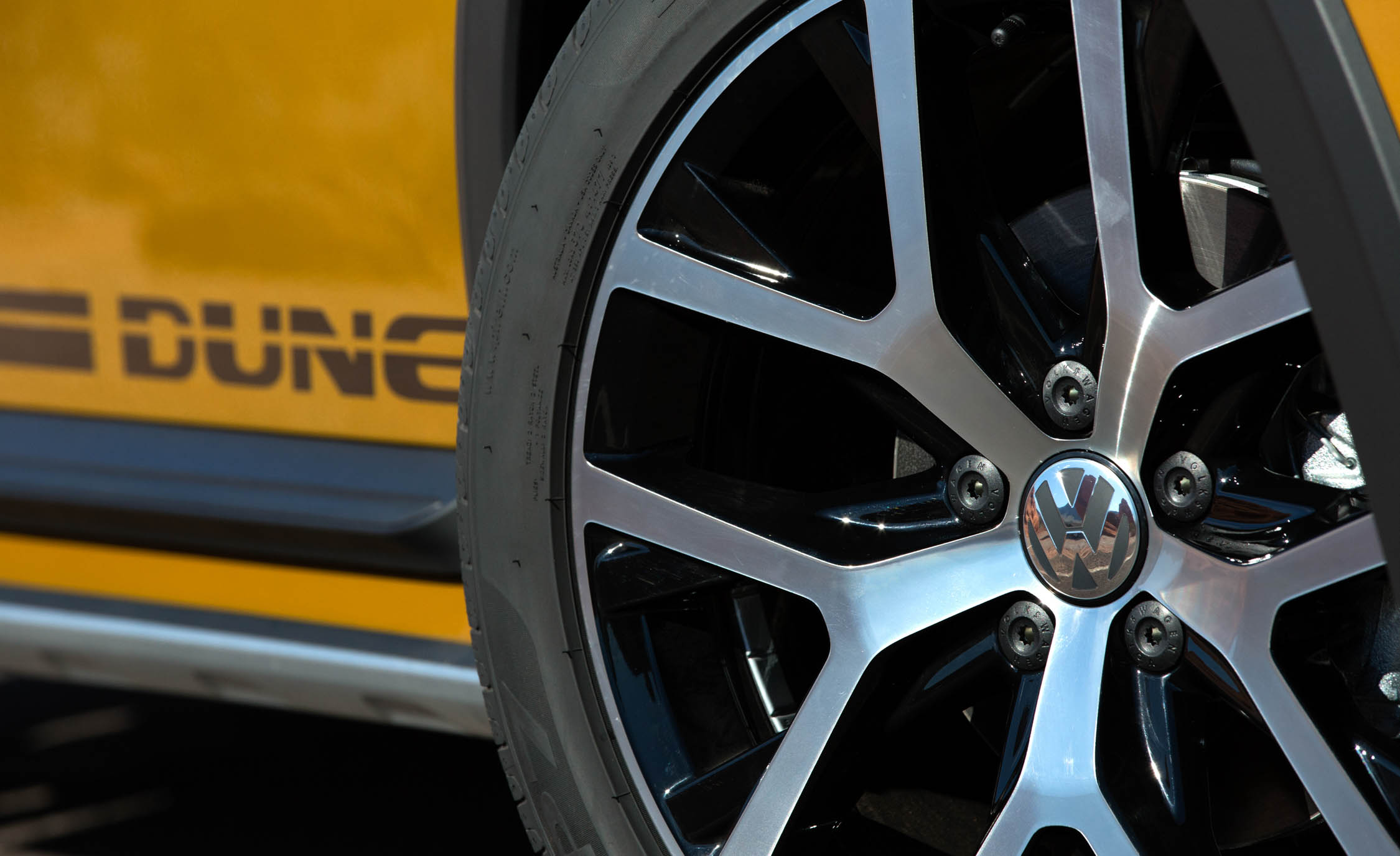 2016 Volkswagen Beetle Dune Exterior Wheel (Photo 22 of 32)