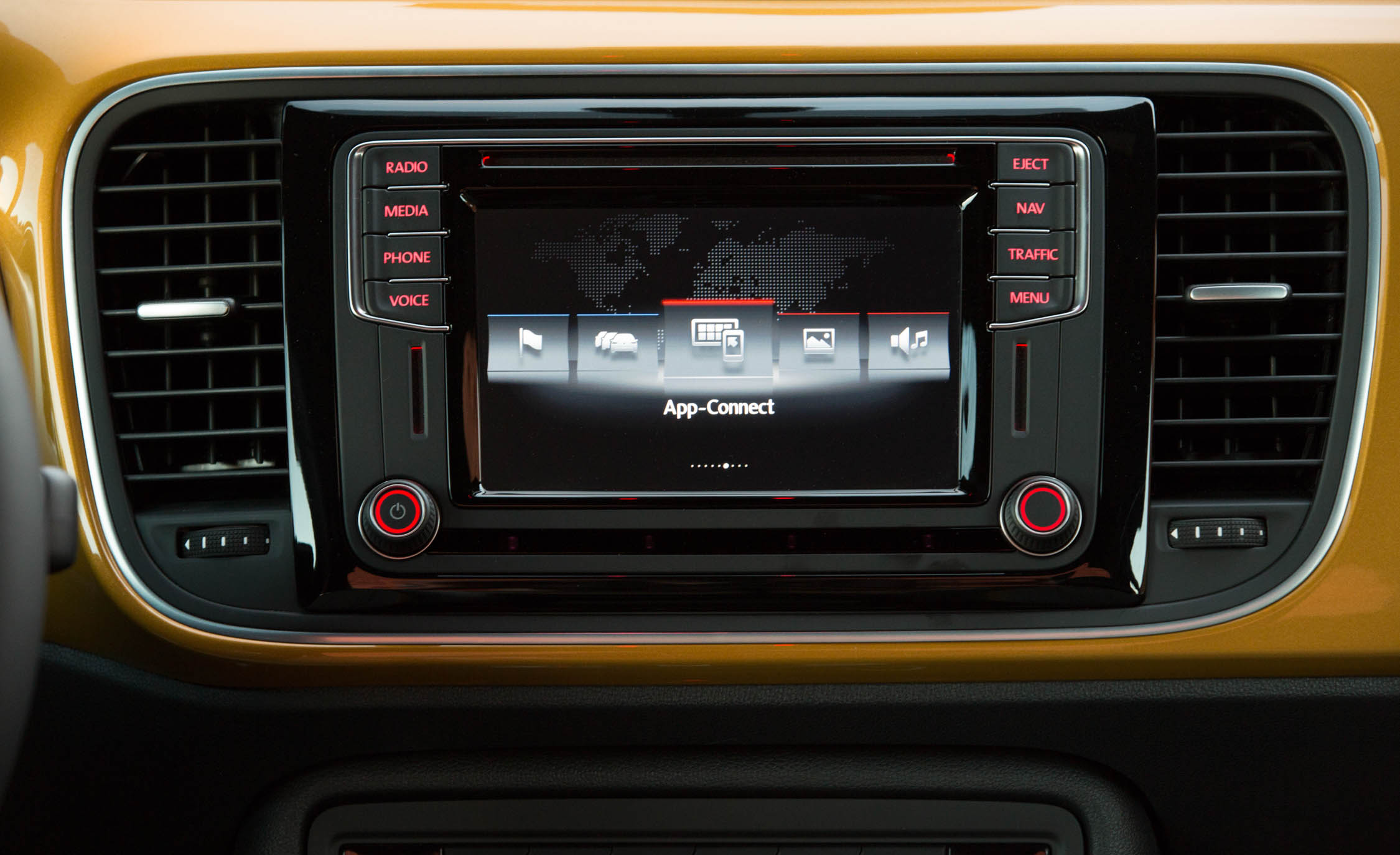2016 Volkswagen Beetle Dune Interior Center Head Unit (Photo 24 of 32)
