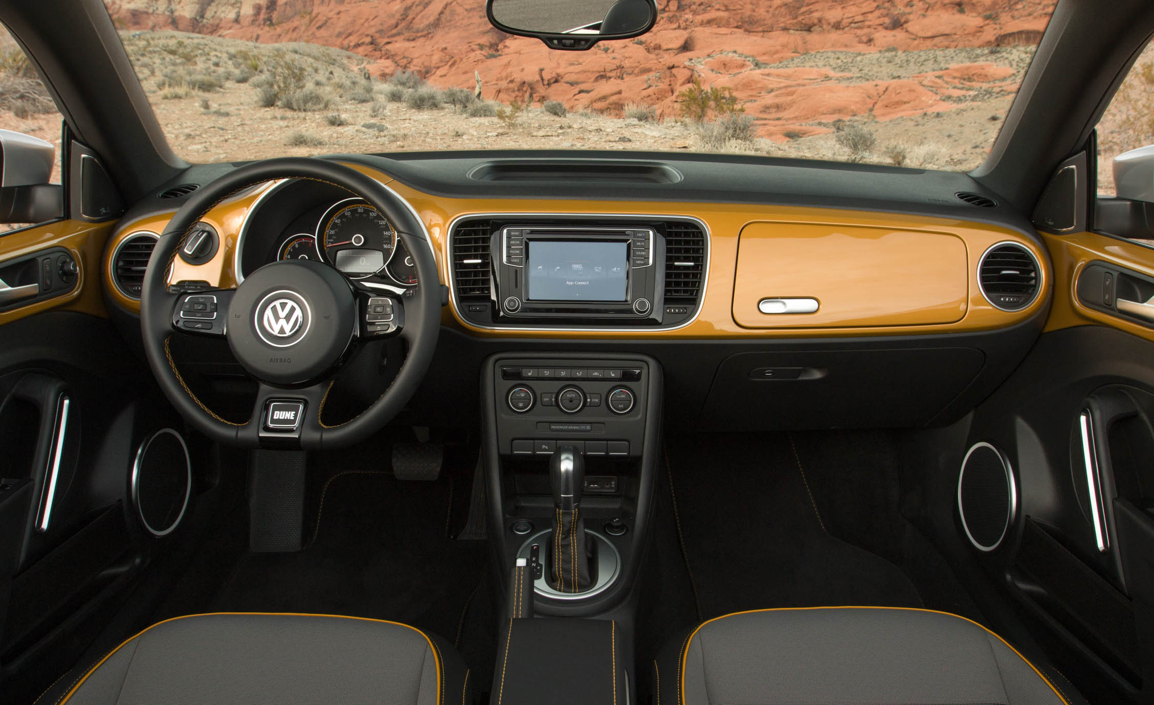 2016 Volkswagen Beetle Dune Interior Dashboard (Photo 25 of 32)