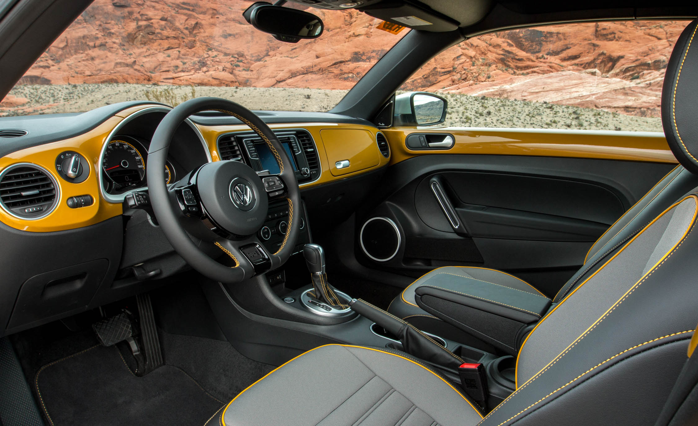 2016 Volkswagen Beetle Dune Interior (Photo 23 of 32)