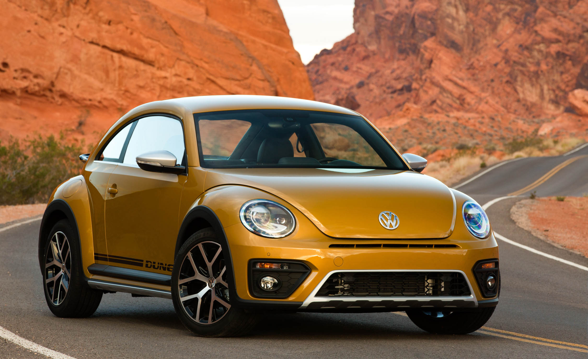 Featured Image of 2016 Volkswagen Beetle Dune