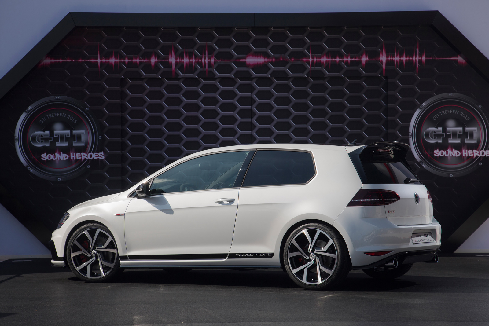 2016 Volkswagen Golf Gti Clubsport Side Exterior Preview (Photo 10 of 10)