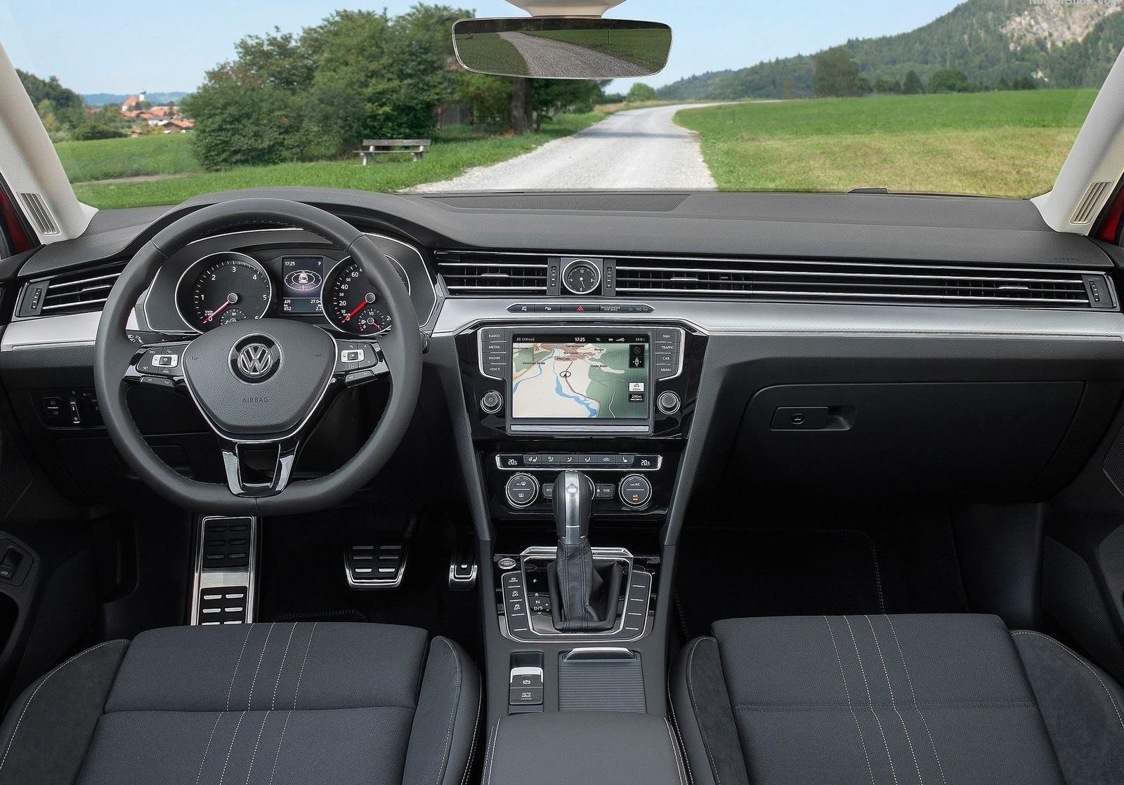 2016 Volkswagen Passat Alltrack Dashboard Interior (Photo 4 of 18)