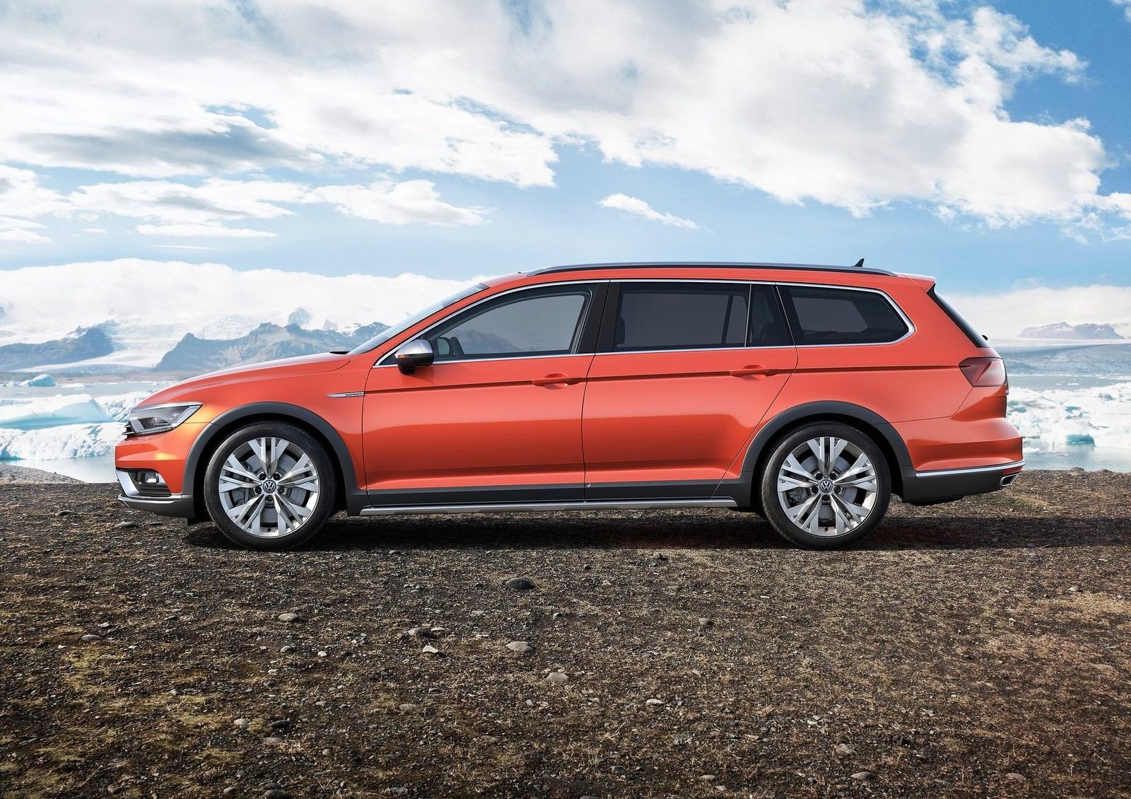 2016 Volkswagen Passat Alltrack Side Exterior (Photo 15 of 18)