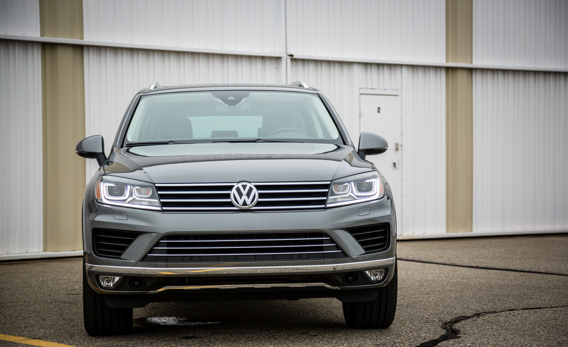 2016 Volkswagen Touareg Exterior Front End (View 14 of 16)