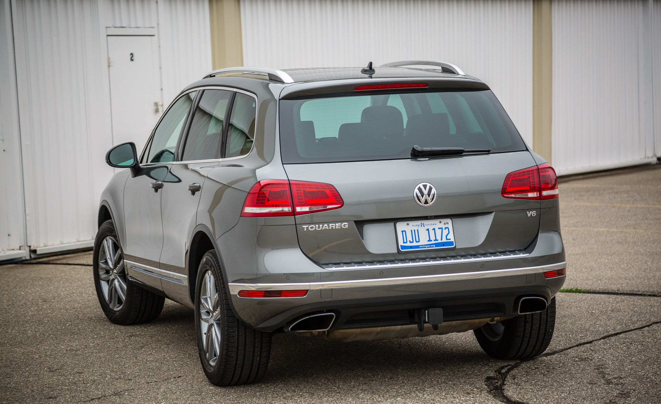 2016 Volkswagen Touareg Exterior Rear (View 15 of 16)