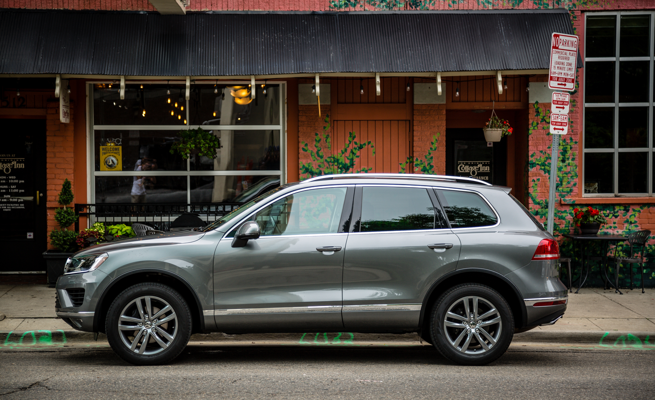 2016 Volkswagen Touareg Exterior Side (View 13 of 16)