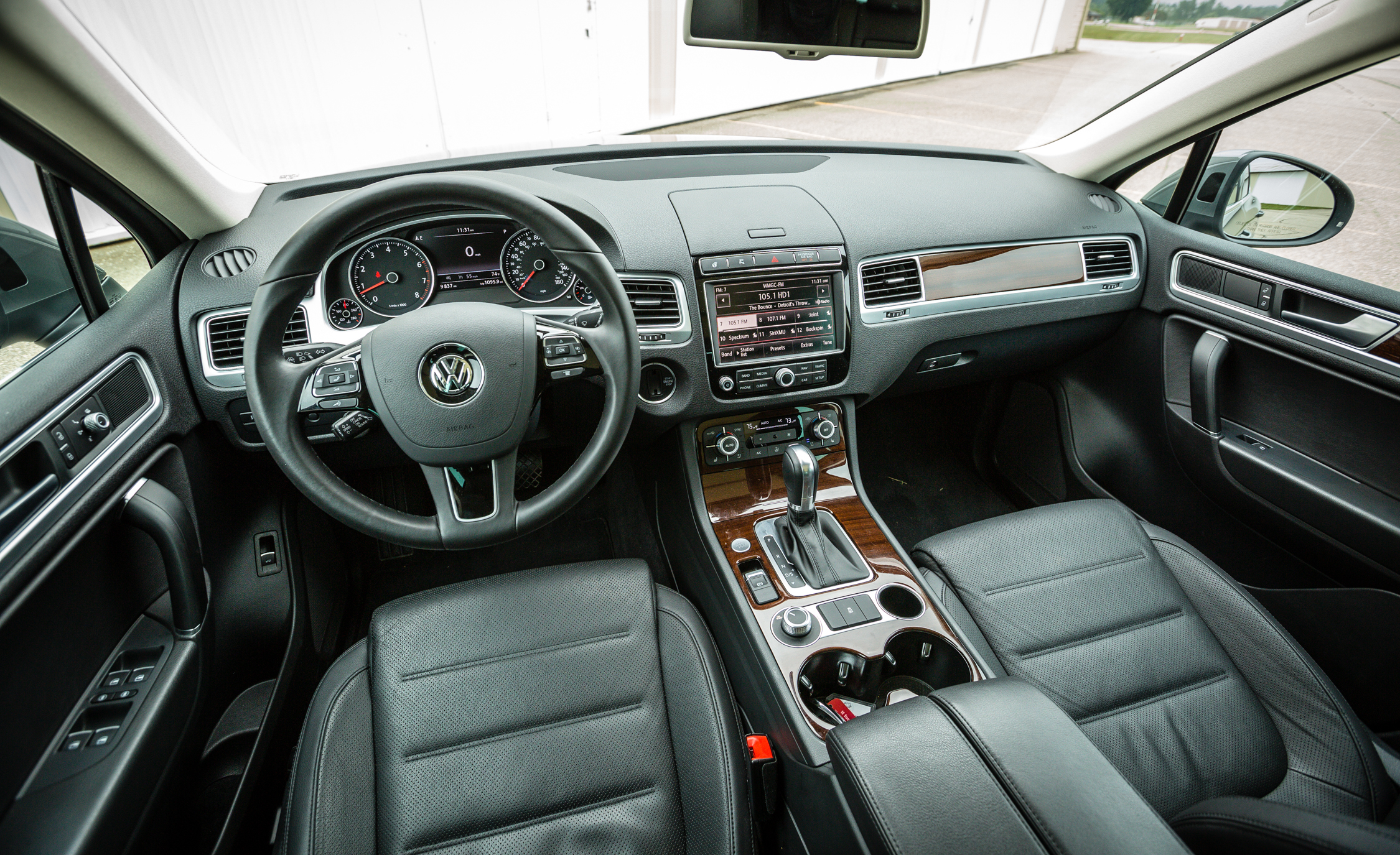 2016 Volkswagen Touareg Interior Dashboard (View 12 of 16)