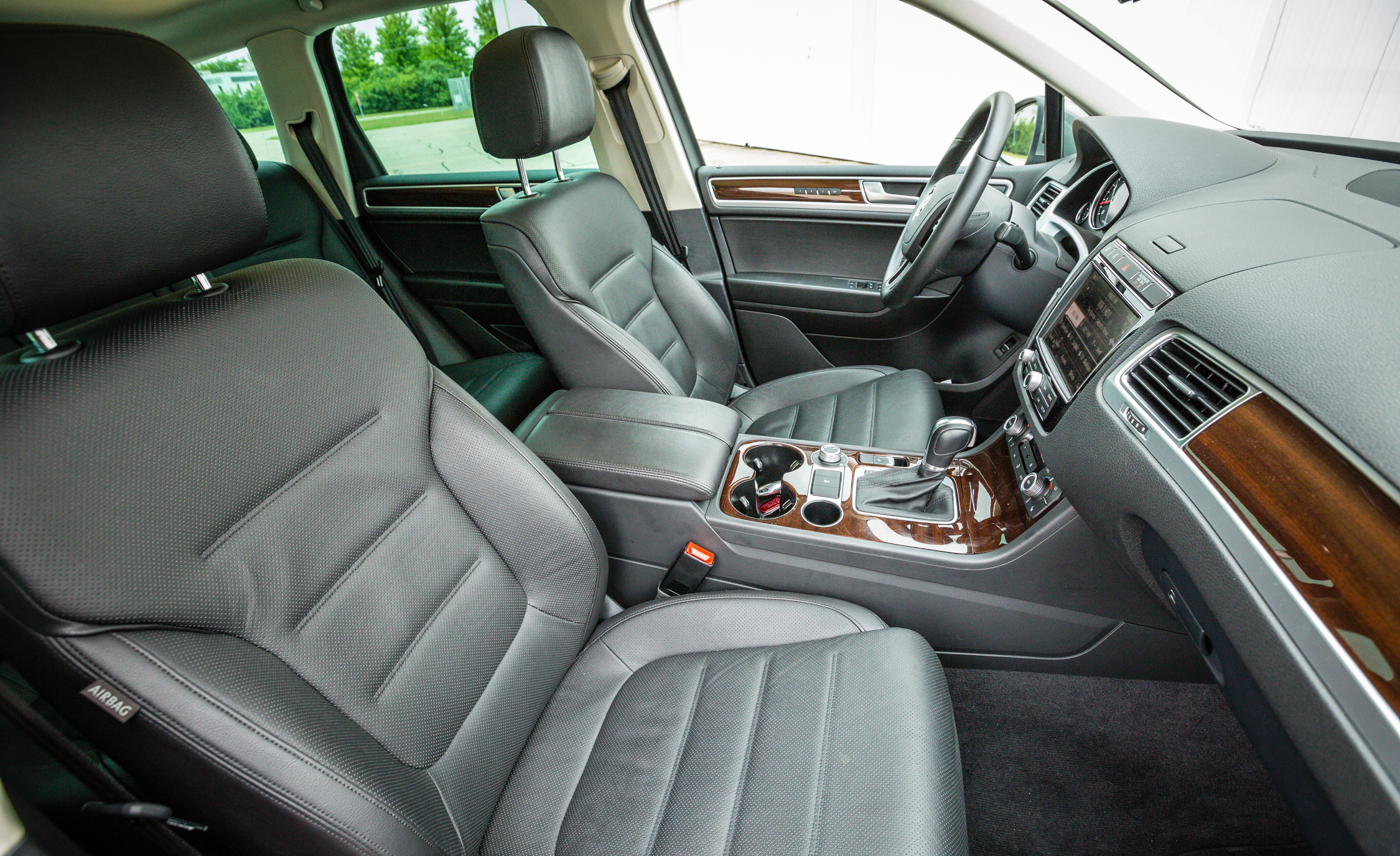 2016 Volkswagen Touareg Interior Seats Front (View 5 of 16)