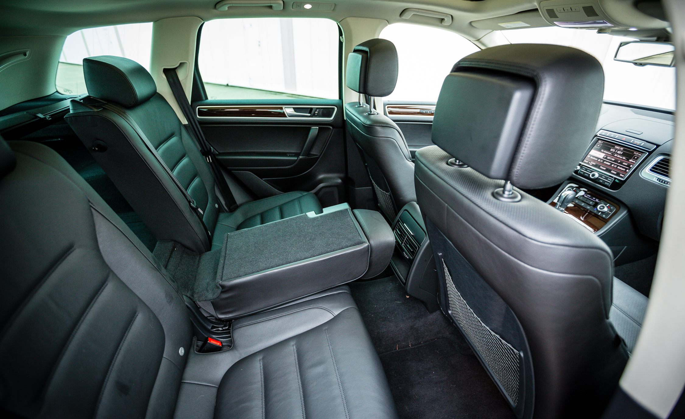 2016 Volkswagen Touareg Interior Seats Rear (View 9 of 16)