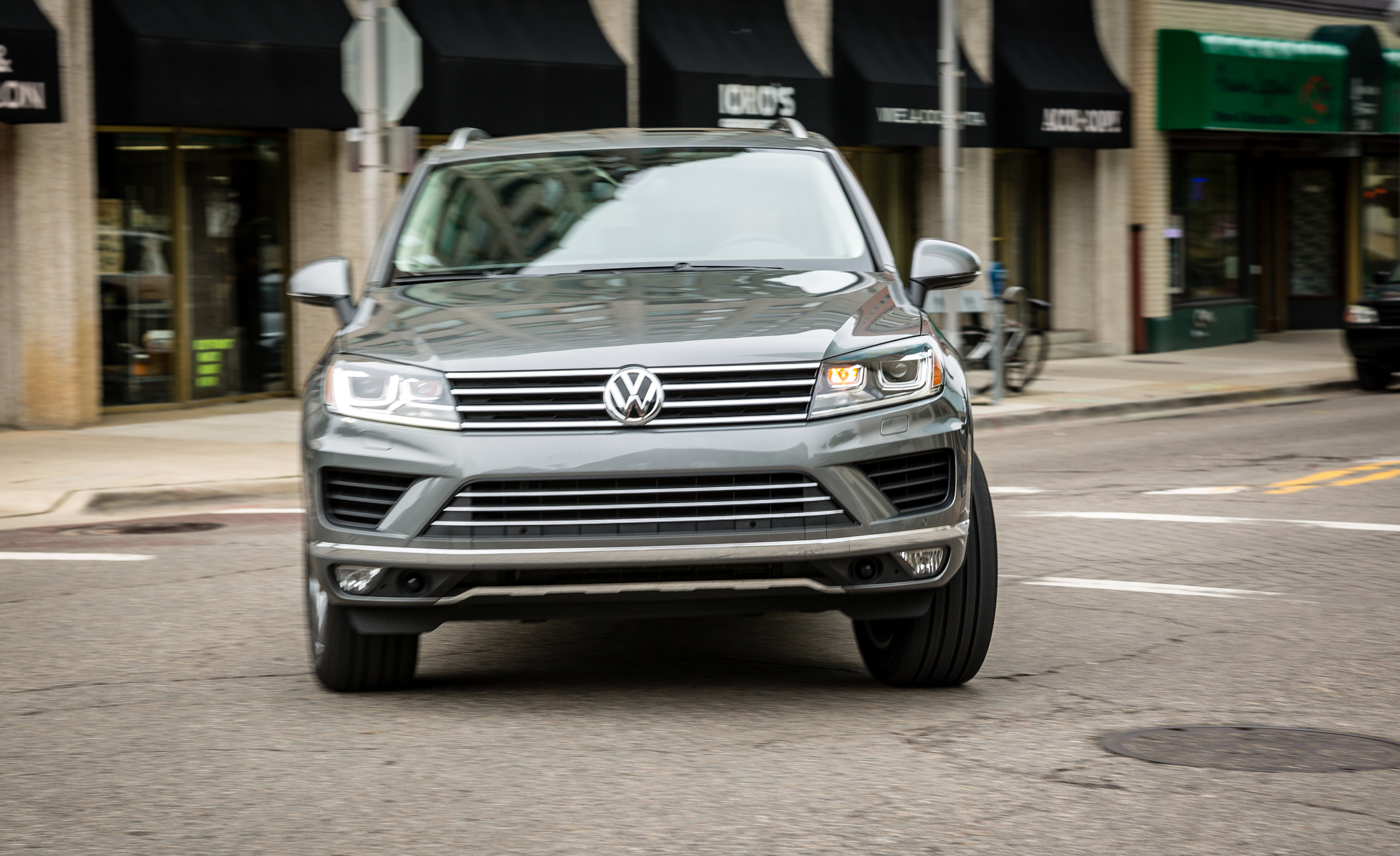 2016 Volkswagen Touareg Test Drive Front View (Photo 13 of 16)