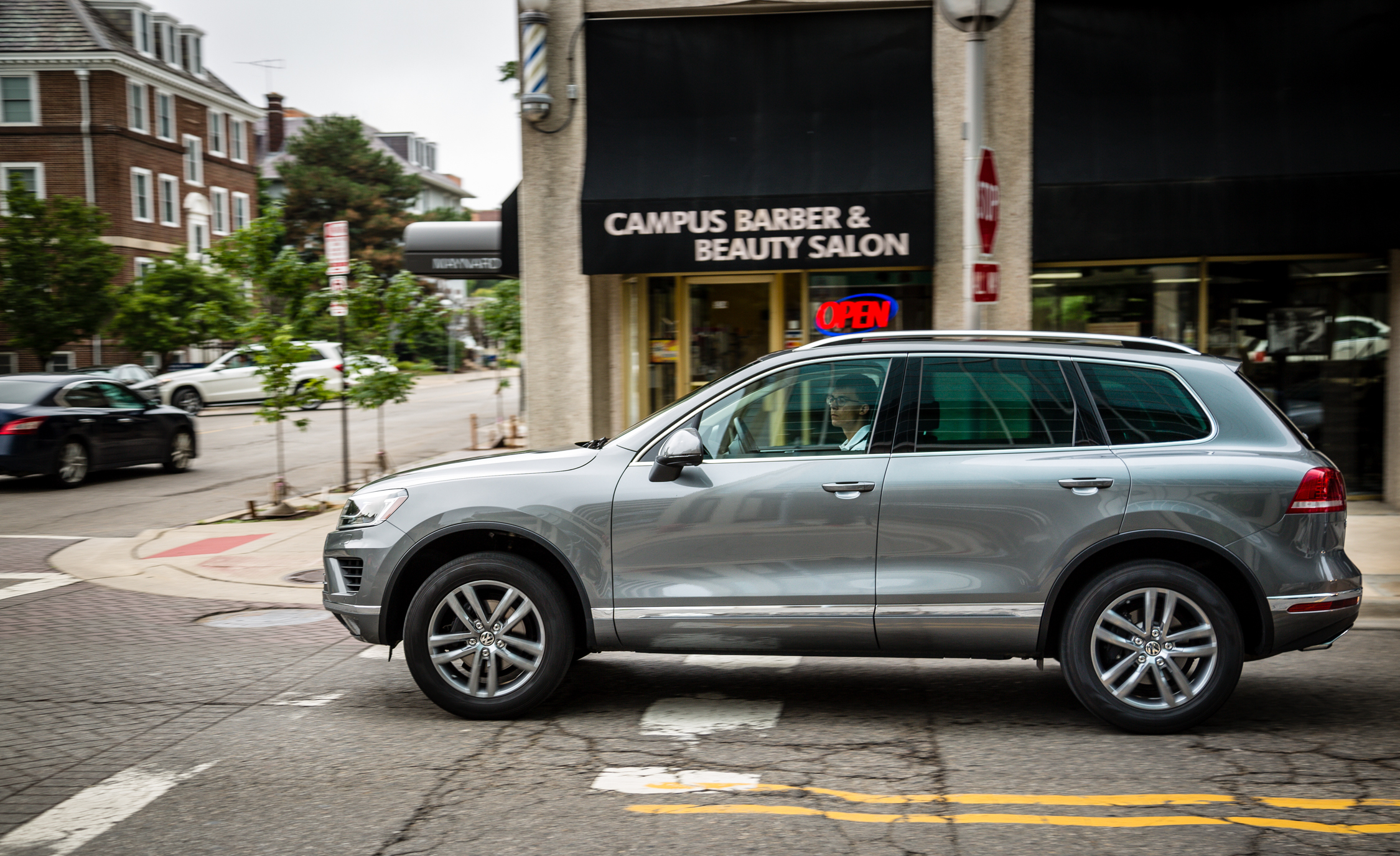 2016 Volkswagen Touareg Test Drive Side View (Photo 6 of 16)