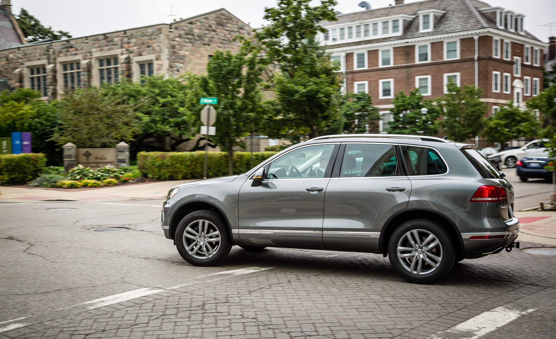2016 Volkswagen Touareg Test (Photo 2 of 16)