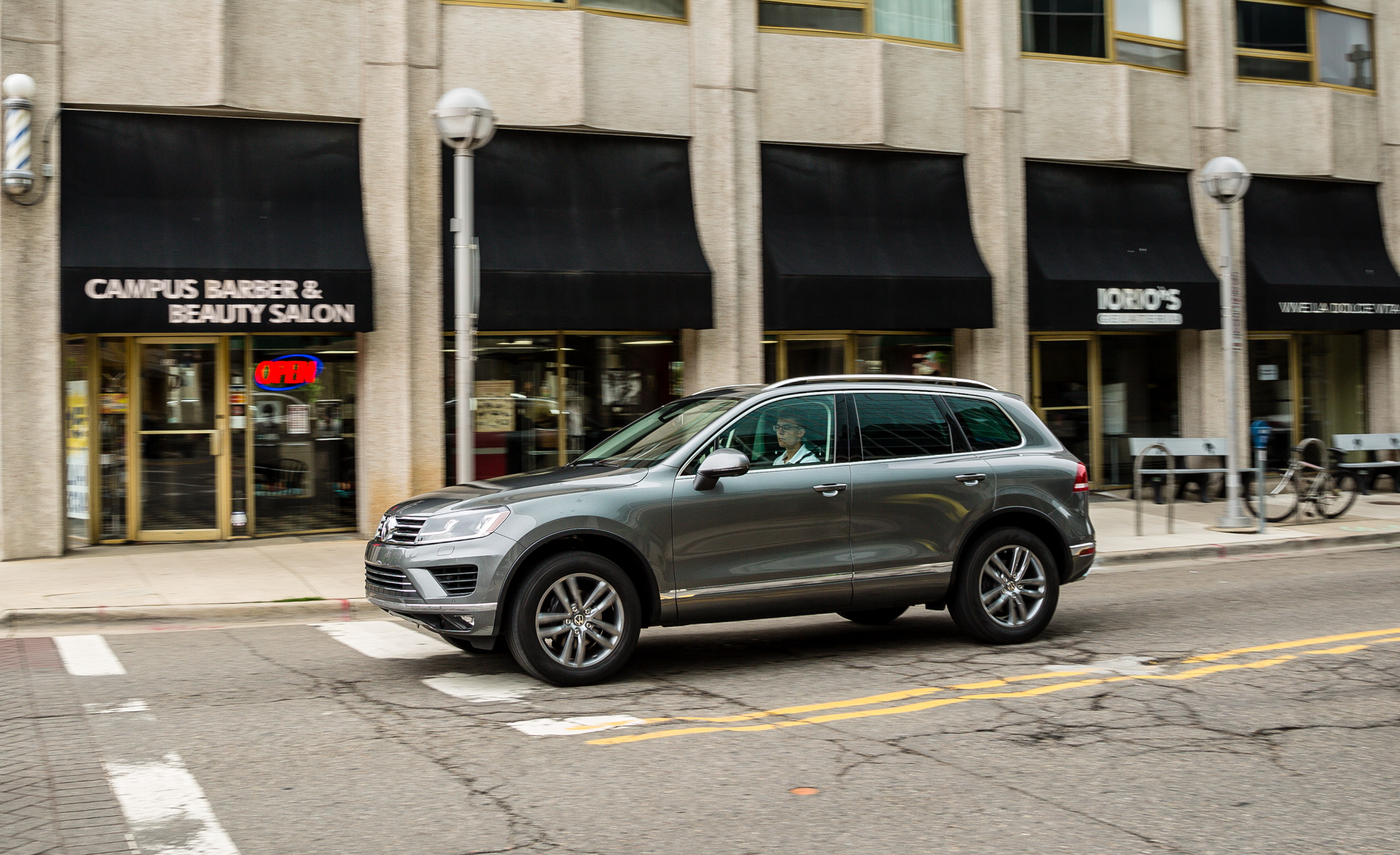 2016 Volkswagen Touareg (View 3 of 16)