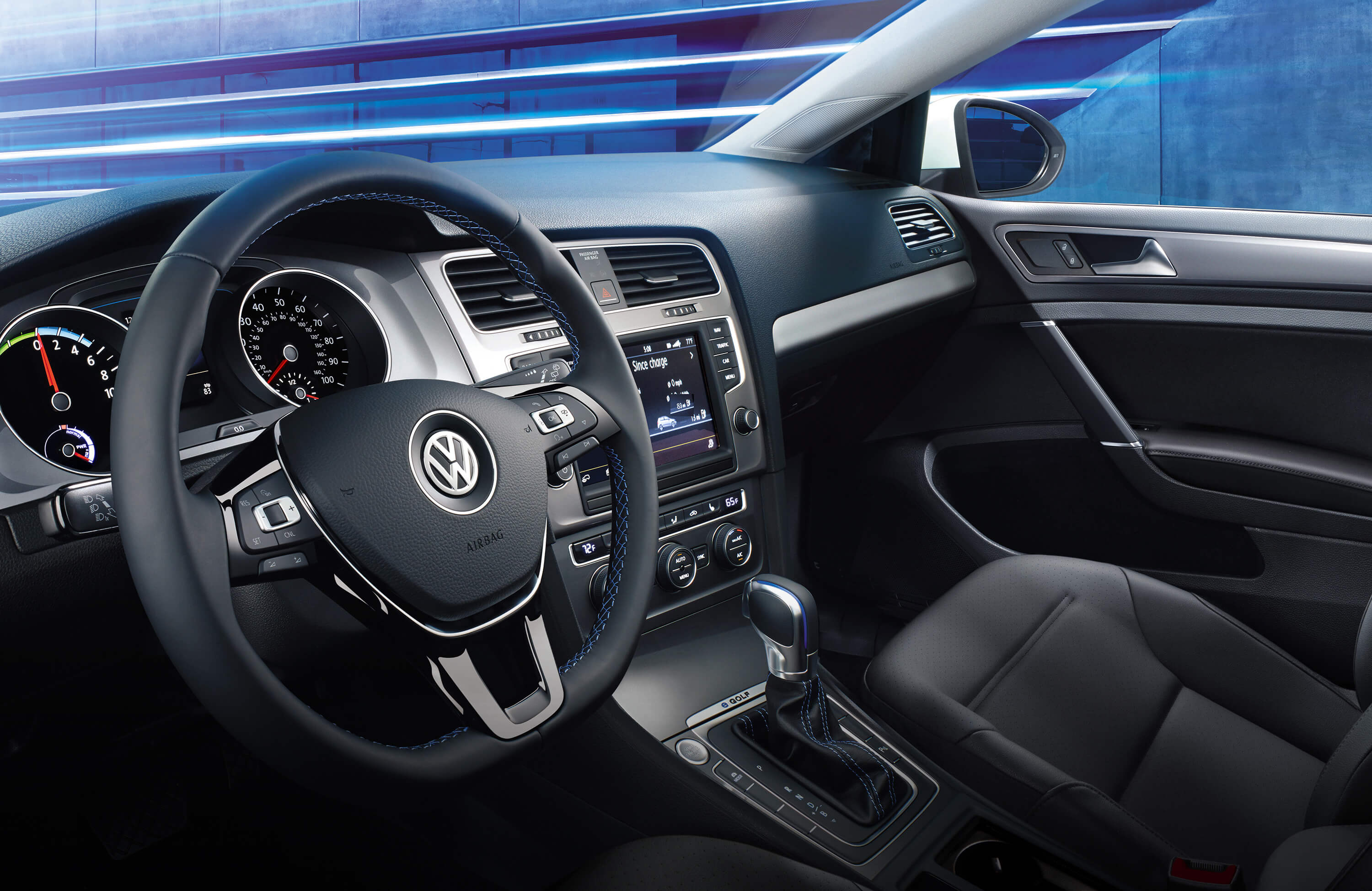2016 Volkswagen E Golf Cockpit Interior (Photo 3 of 11)