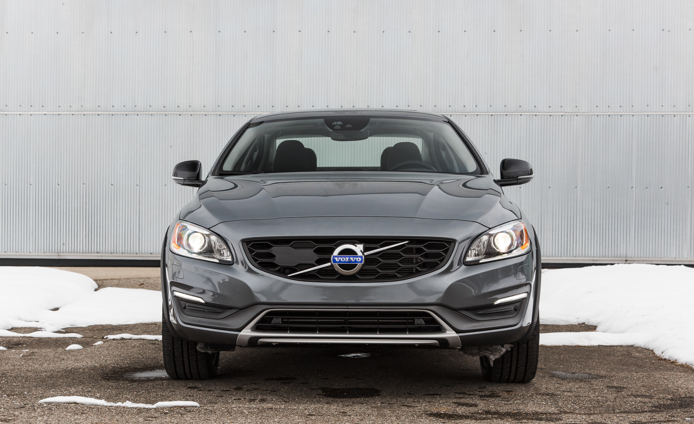2016 Volvo S60 Cross Country Exterior Full Front (Photo 3 of 21)