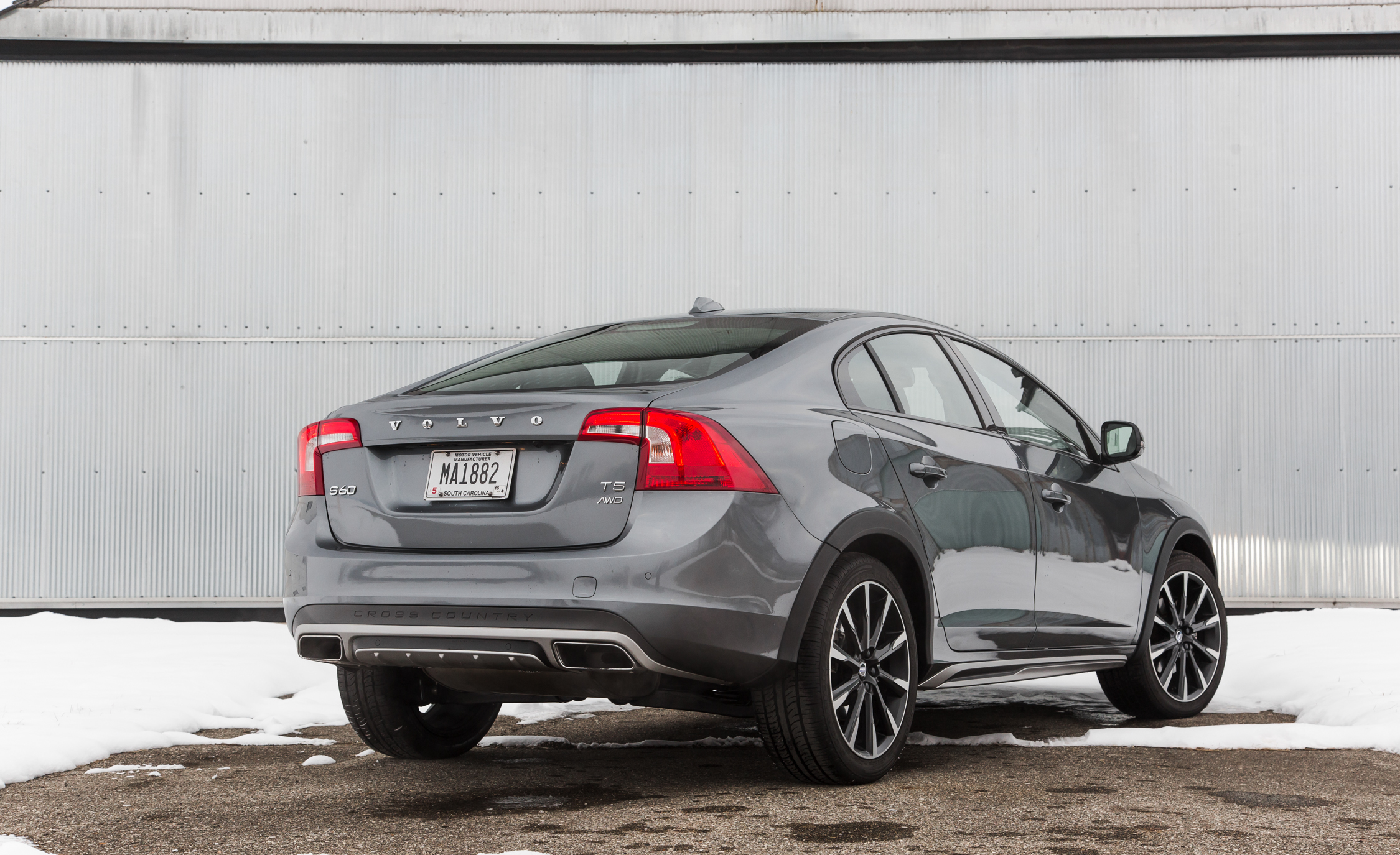 2016 Volvo S60 Cross Country Exterior Full Rear And Side (Photo 5 of 21)