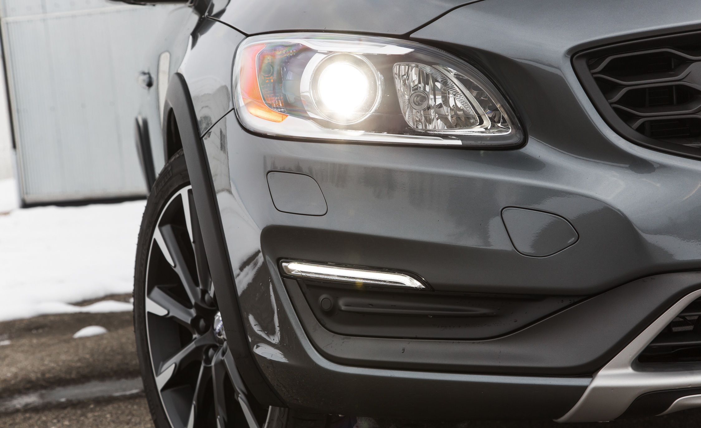 2016 Volvo S60 Cross Country Exterior Headlight (Photo 8 of 21)