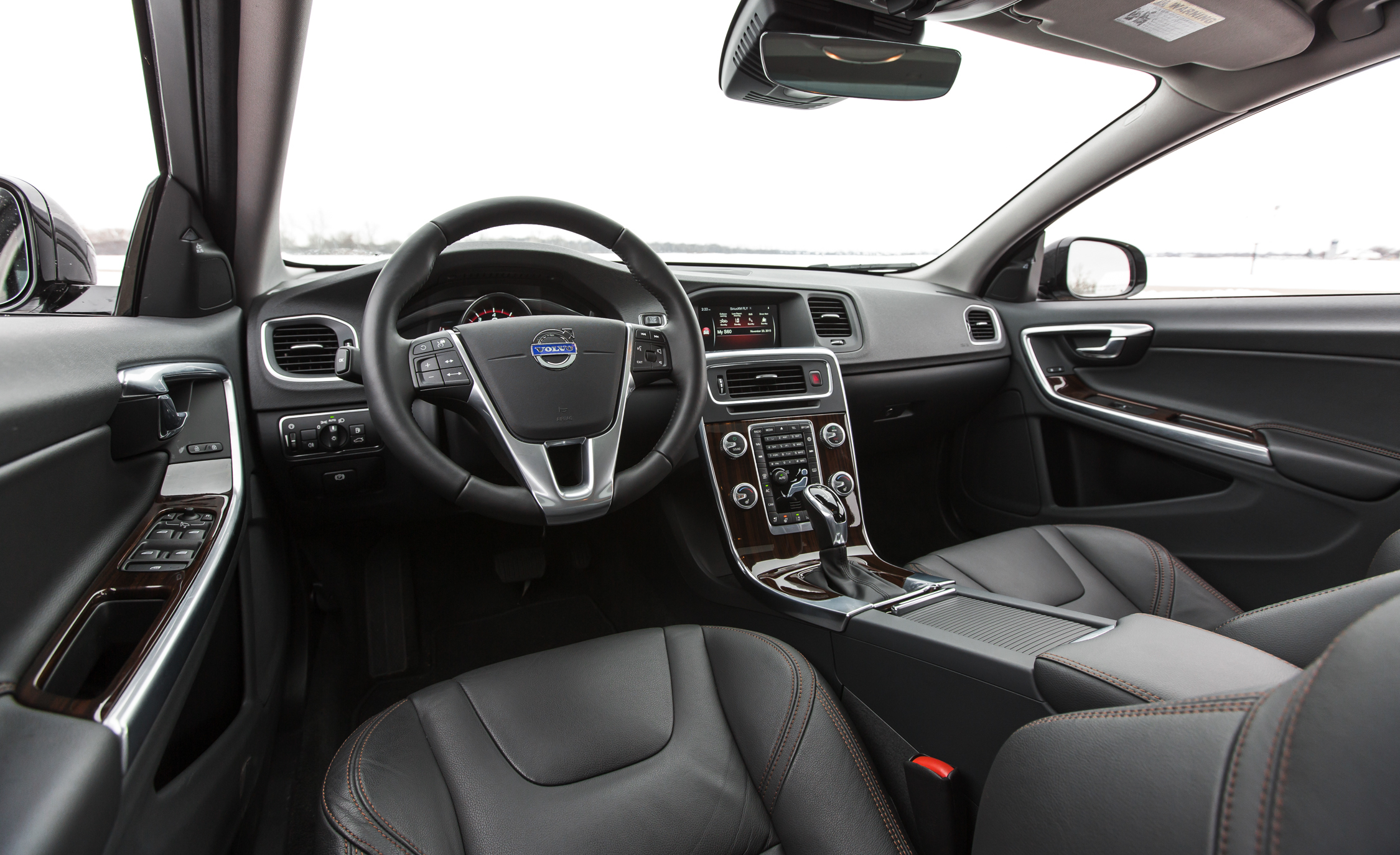 2016 Volvo S60 Cross Country Interior Front (Photo 14 of 21)