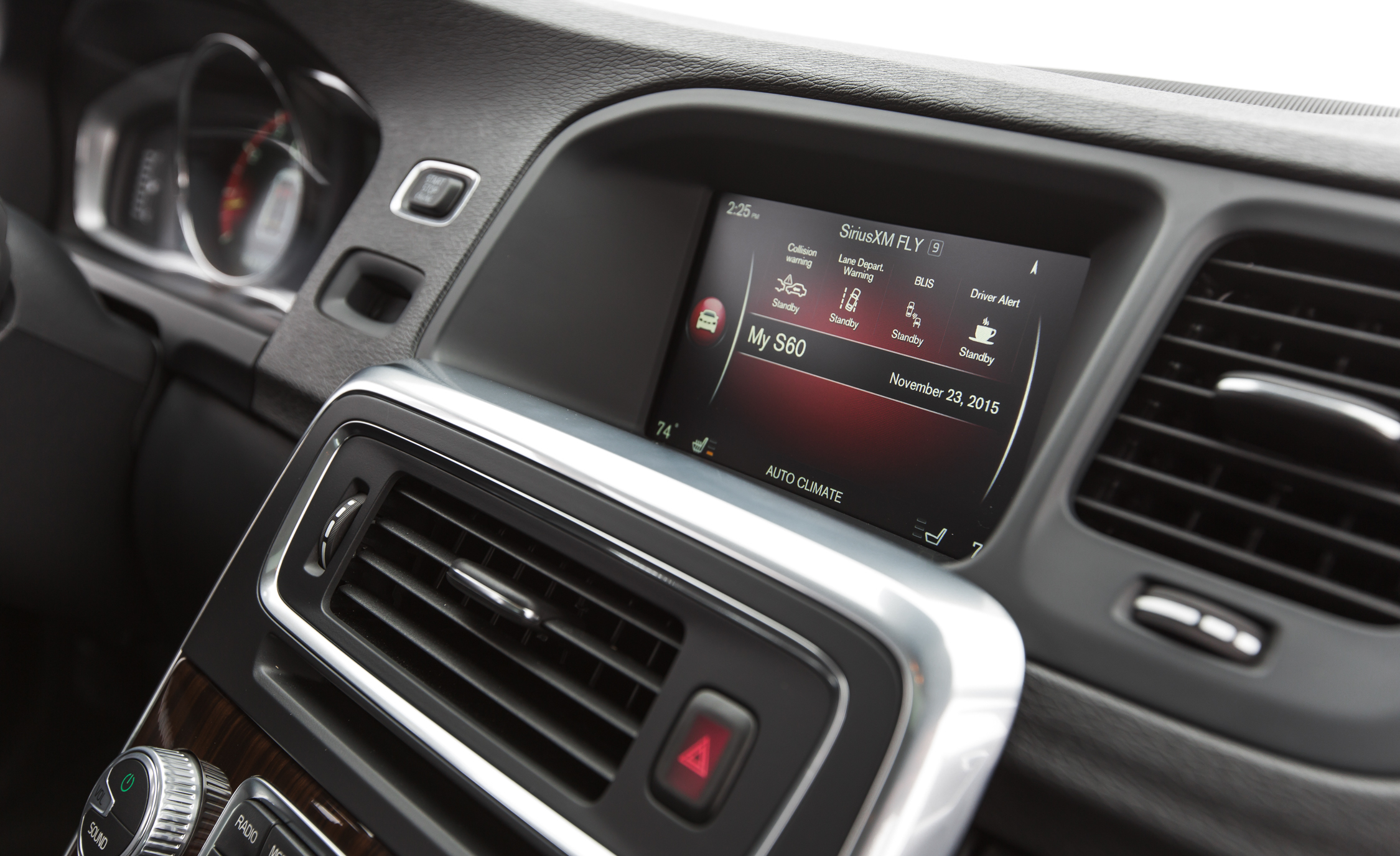 2016 Volvo S60 Cross Country Interior Headunit (Photo 17 of 21)