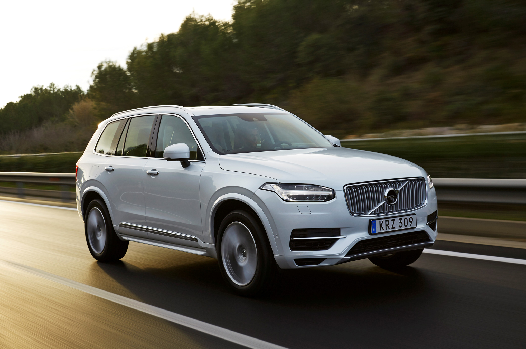 2016 Volvo Xc90 T8 Performance Test (Photo 13 of 18)